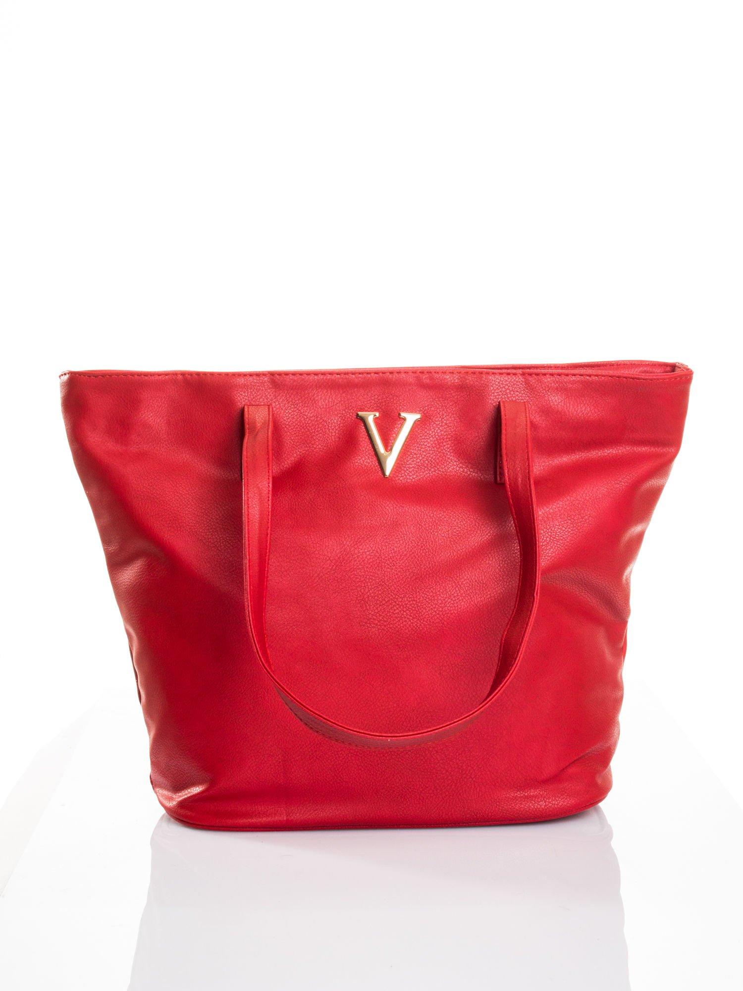Czerwona torba ze złotym detalem                                  zdj.                                  1