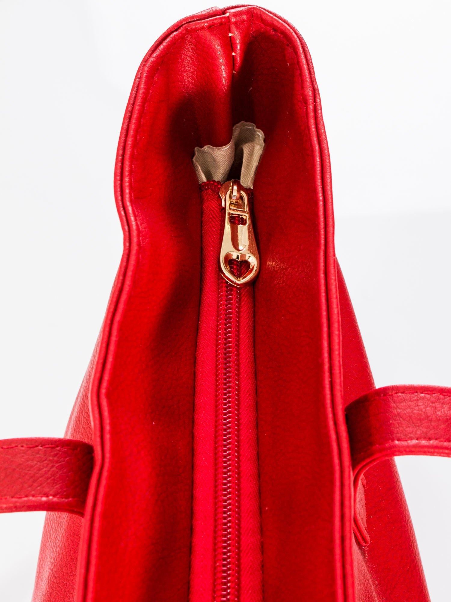 Czerwona torba ze złotym detalem                                  zdj.                                  7