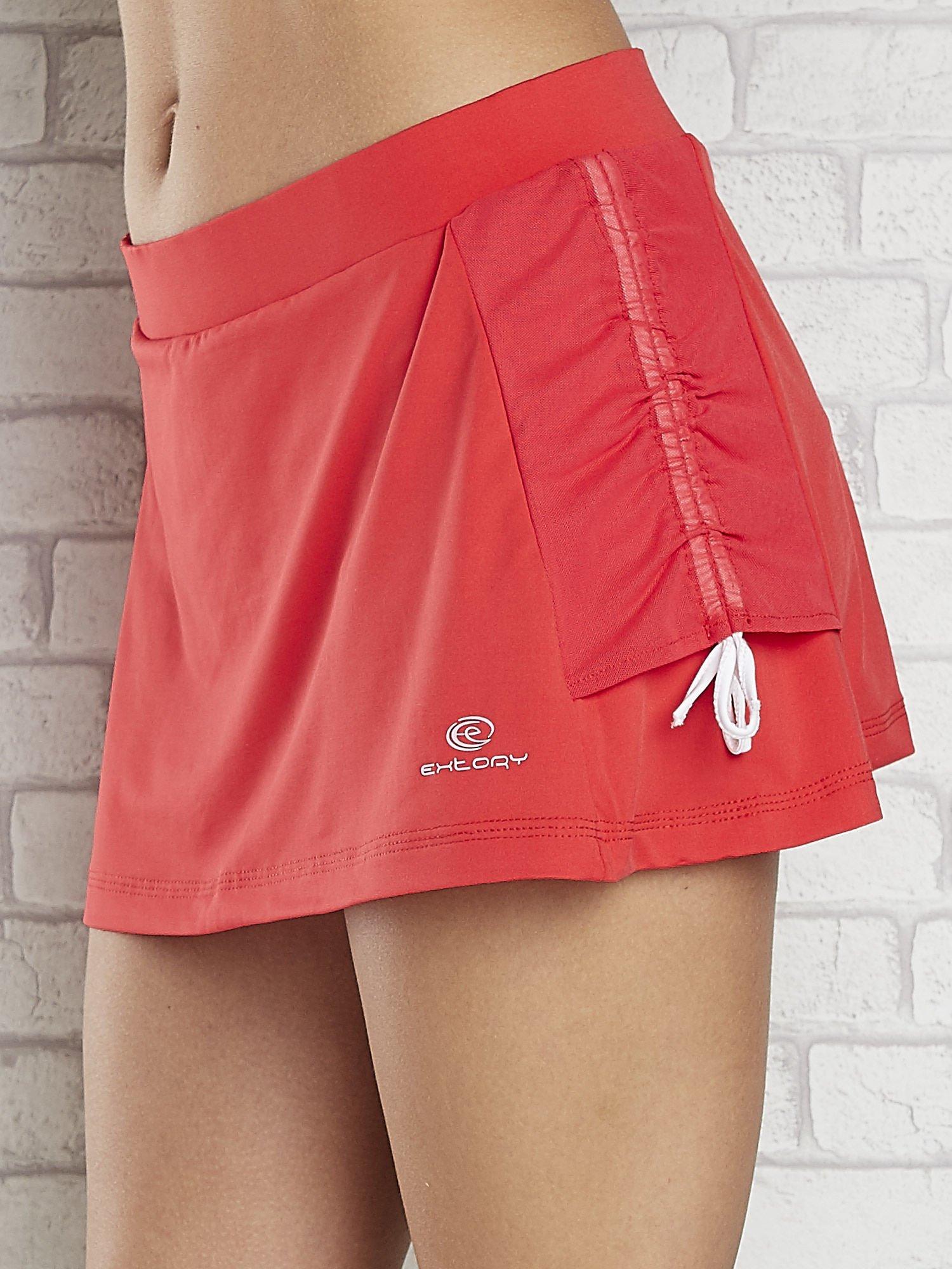 Czerwone spodenki spódniczka tenisowa z troczkami na bokach                                  zdj.                                  5