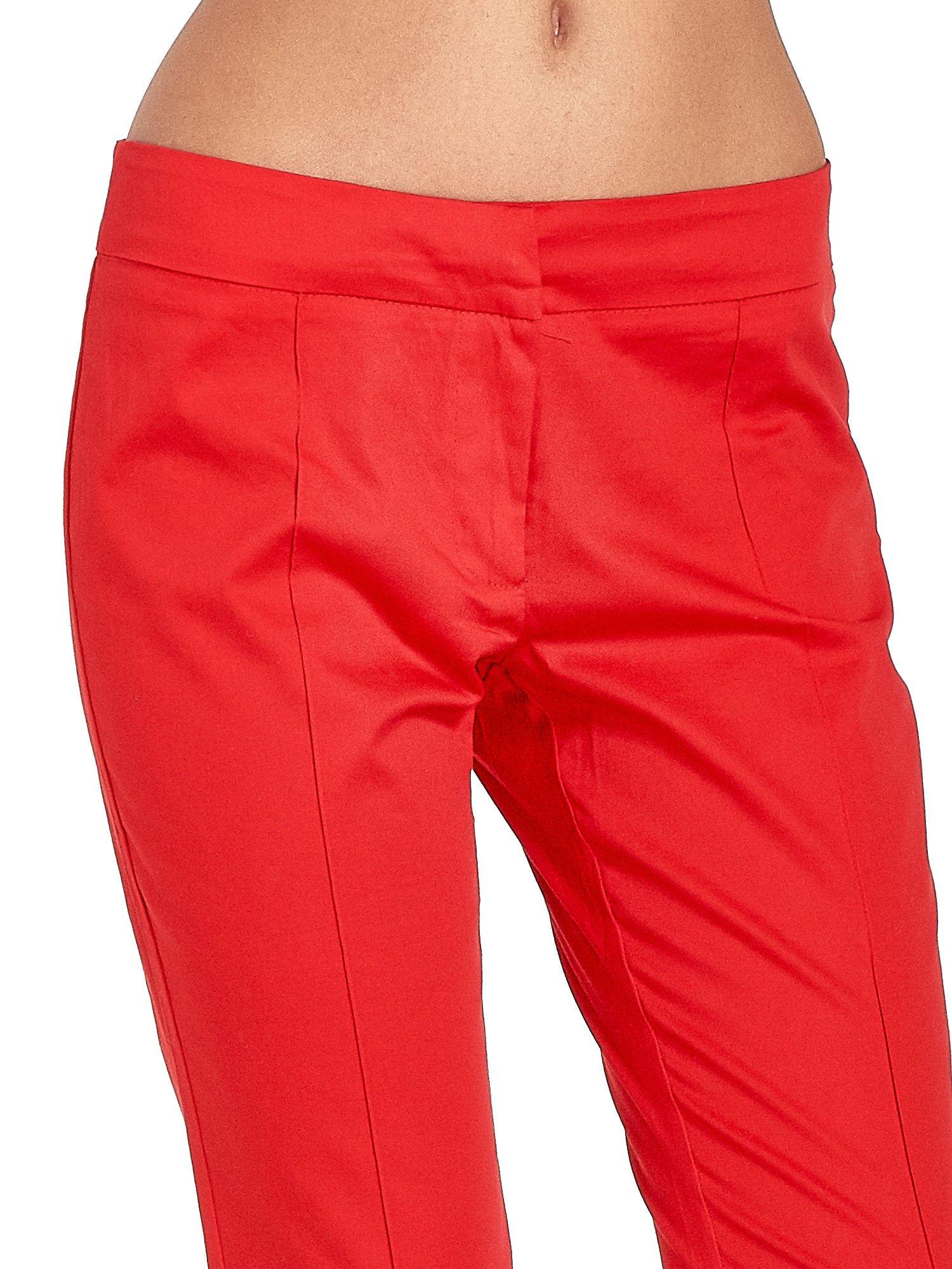 Czerwone spodnie cygaretki w kant                                  zdj.                                  4