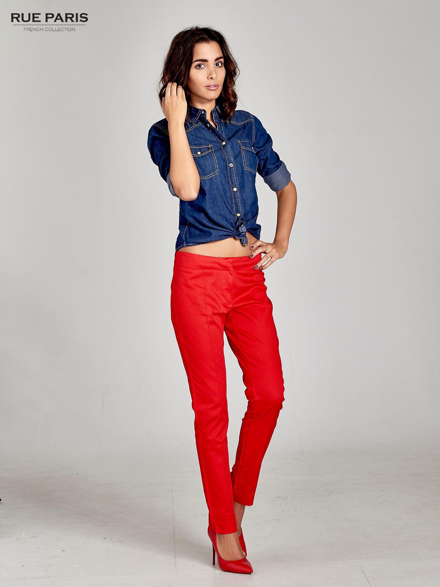 Czerwone spodnie cygaretki w kant                                  zdj.                                  2