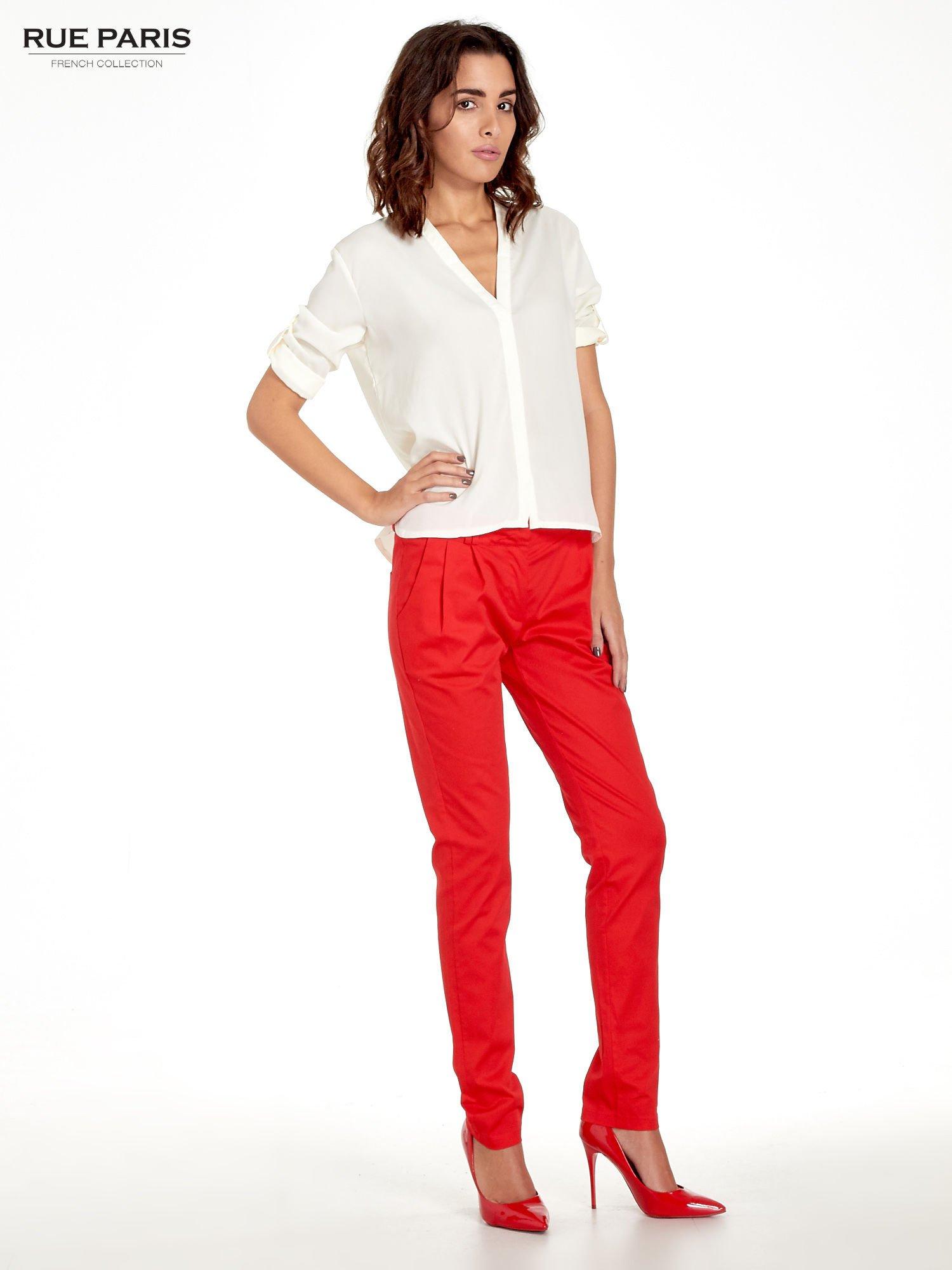 Czerwone spodnie cygaretki z zakładkami                                  zdj.                                  7