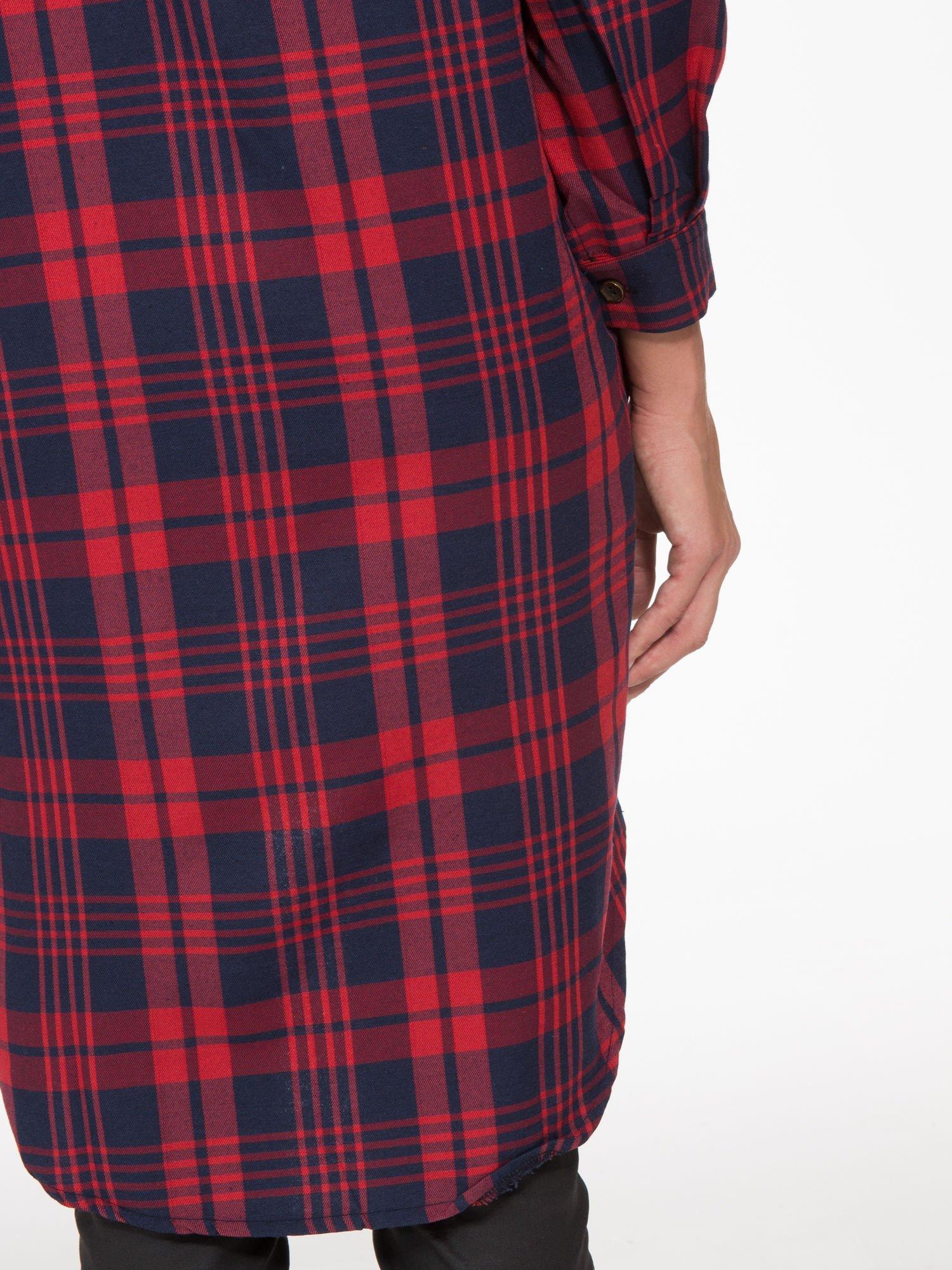 Czerwono-granatowa długa koszula w kratę z kieszeniami                                  zdj.                                  7