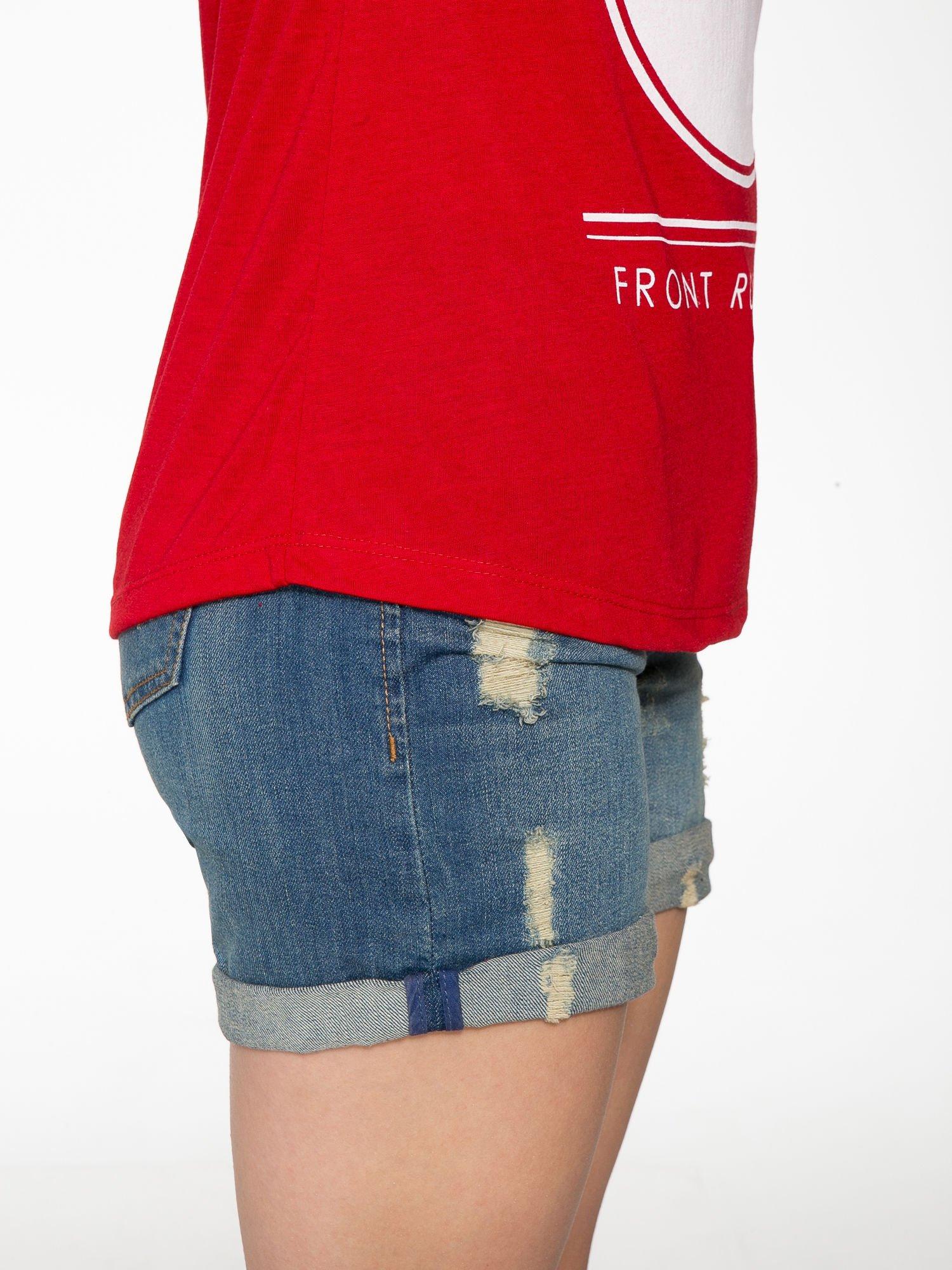 Czerwony t-shirt z nadrukiem PARIS                                  zdj.                                  8