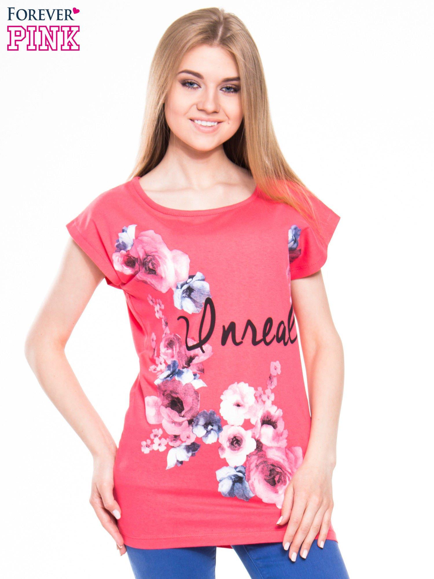 Czerwony  t-shirt z nadrukiem kwiatów i napisem DREAM                                  zdj.                                  1