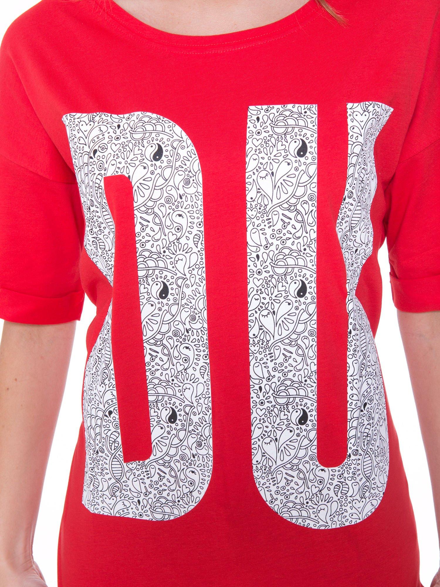 Czerwony t-shirt z nadukiem DUDE z przodu i na plecach                                  zdj.                                  8