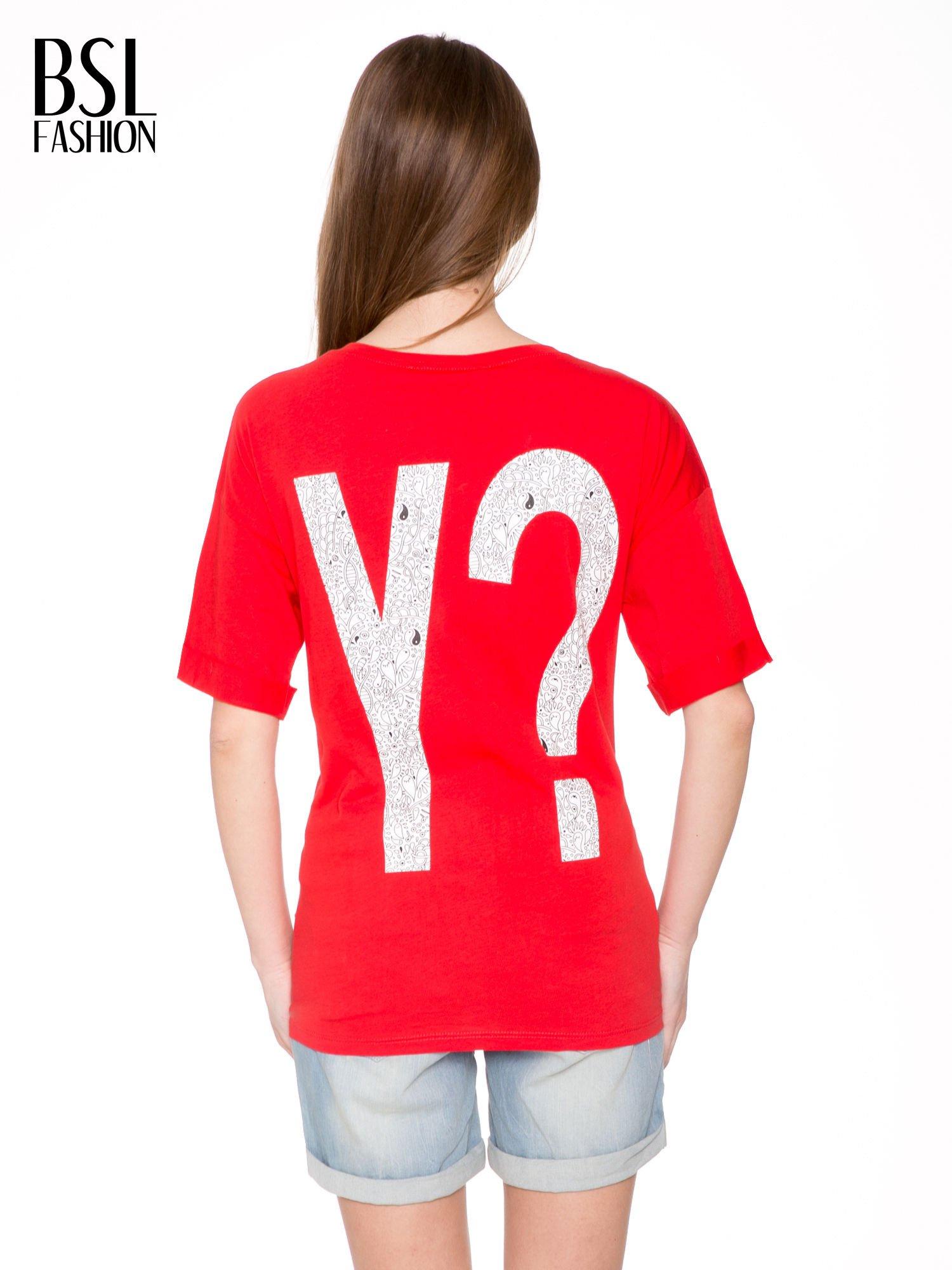 Czerwony t-shirt z nadukiem WHY? z przodu i na plecach                                  zdj.                                  4