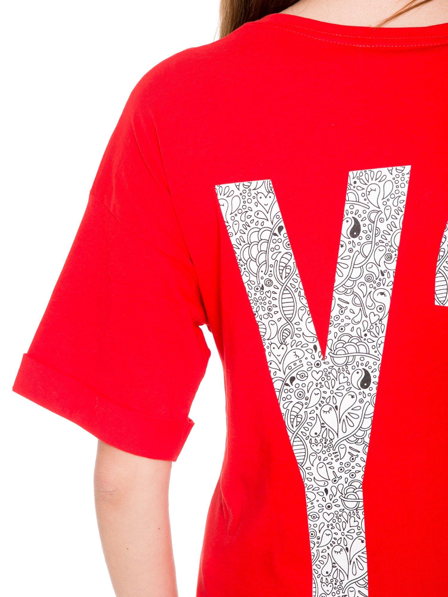 Czerwony t-shirt z nadukiem WHY? z przodu i na plecach                                  zdj.                                  10