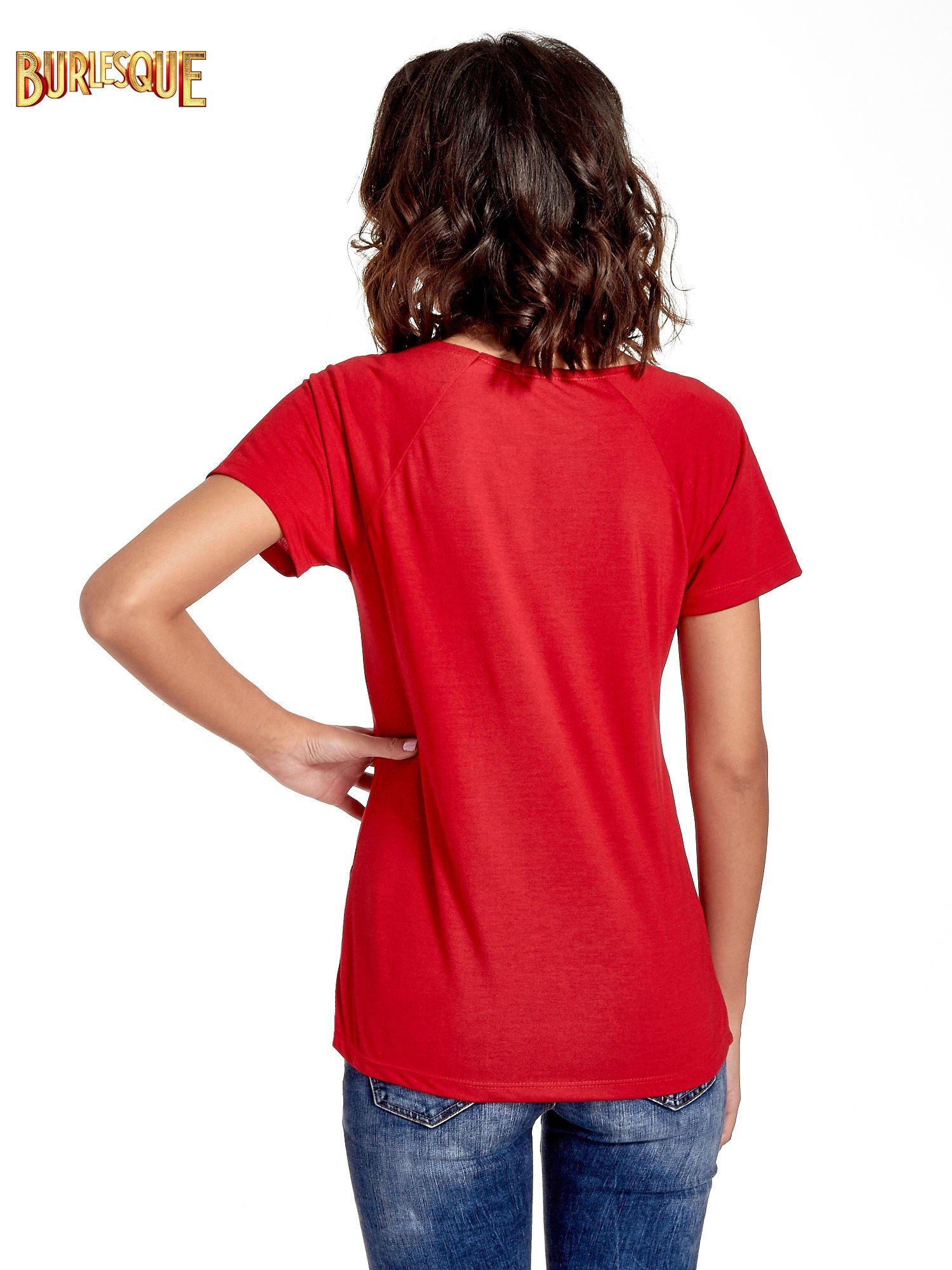 Czerwony t-shirt z napisem GET OUT OF YOUR OWN WAY                                  zdj.                                  4