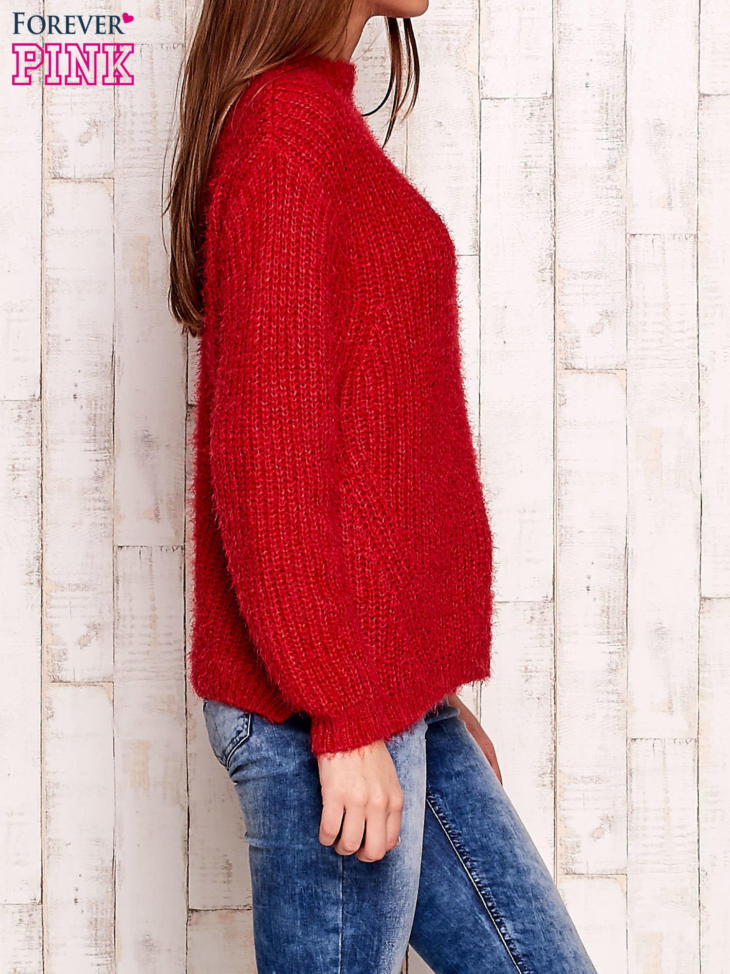 Czerwony włochaty sweter z półgolfem                                  zdj.                                  3