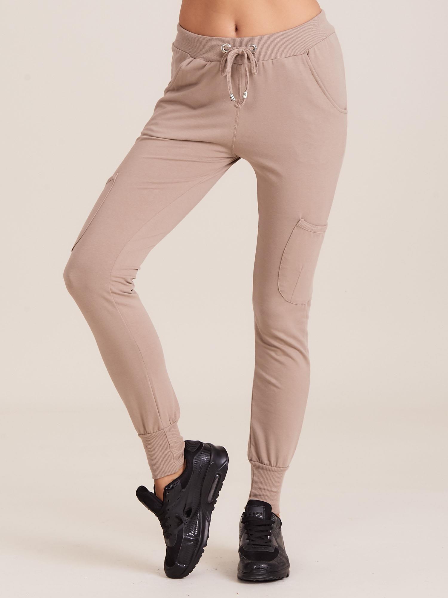 37708ce0 Damskie spodnie dresowe ze ściągaczami beżowe