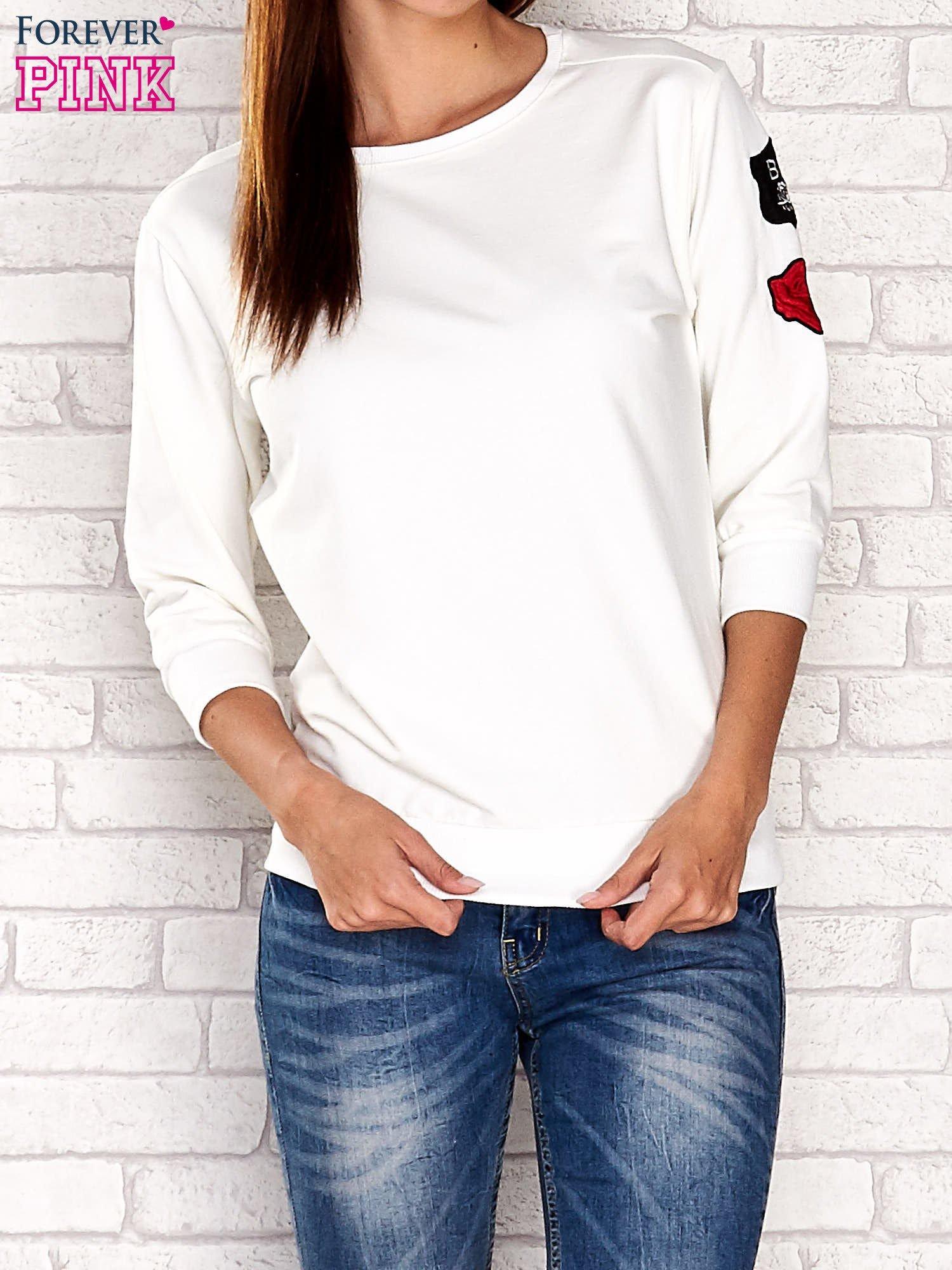 Ecru bluza z naszywkami na rękawie                                  zdj.                                  1