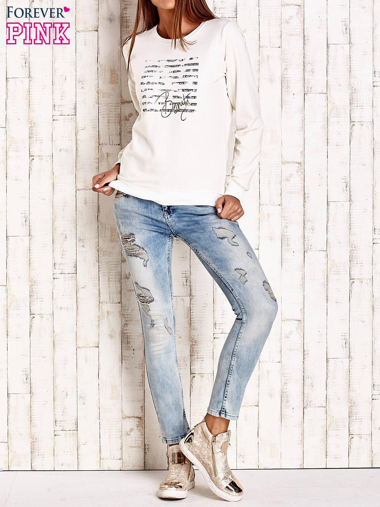 Ecru bluza z tekstowym nadrukiem                                  zdj.                                  4