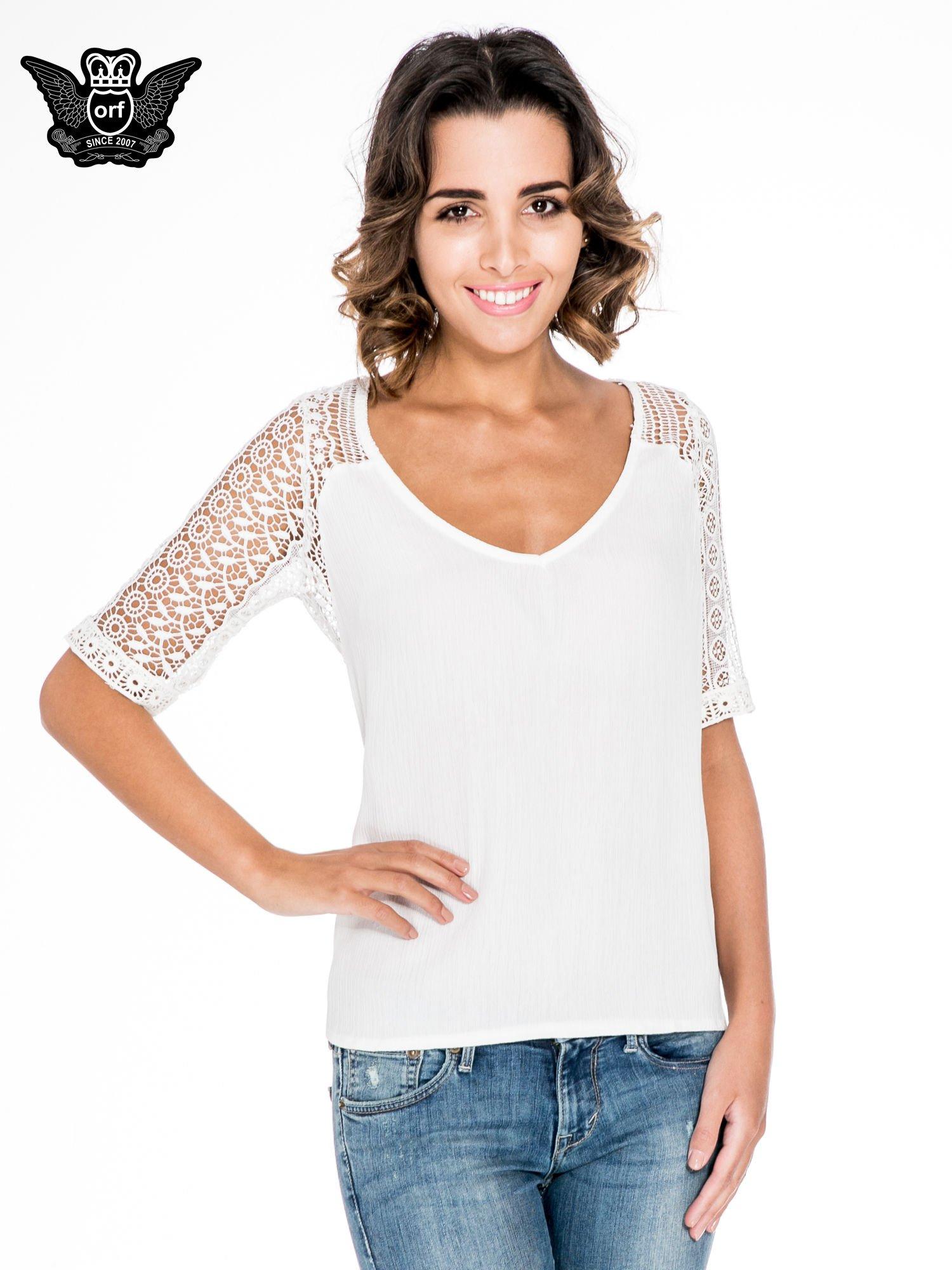 Ecru bluzka koszulowa z koronkowymi rękawami                                  zdj.                                  1