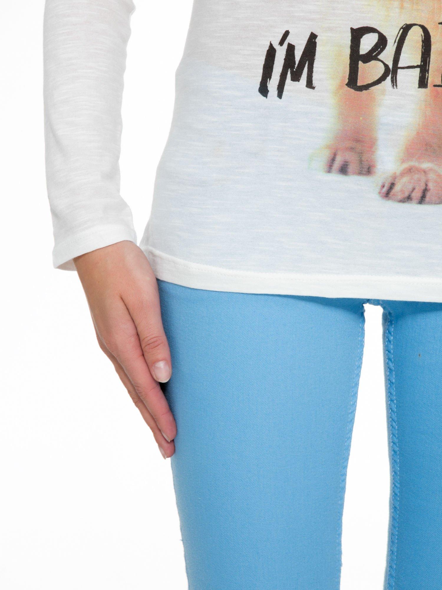 Ecru bluzka z nadrukiem kotka i napisem WHO IS BAD?                                  zdj.                                  7