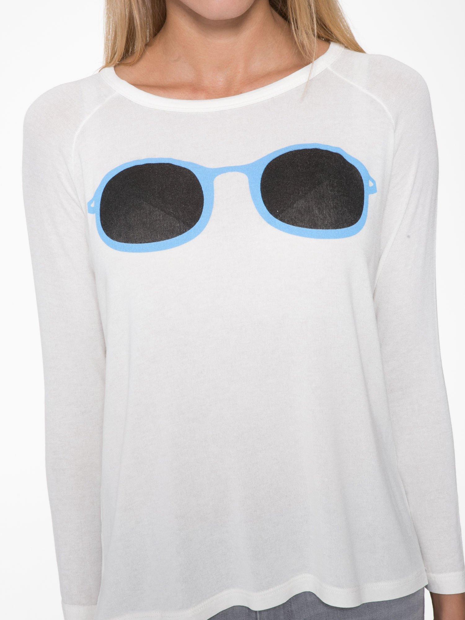 Ecru bluzka z nadrukiem okularów                                  zdj.                                  6
