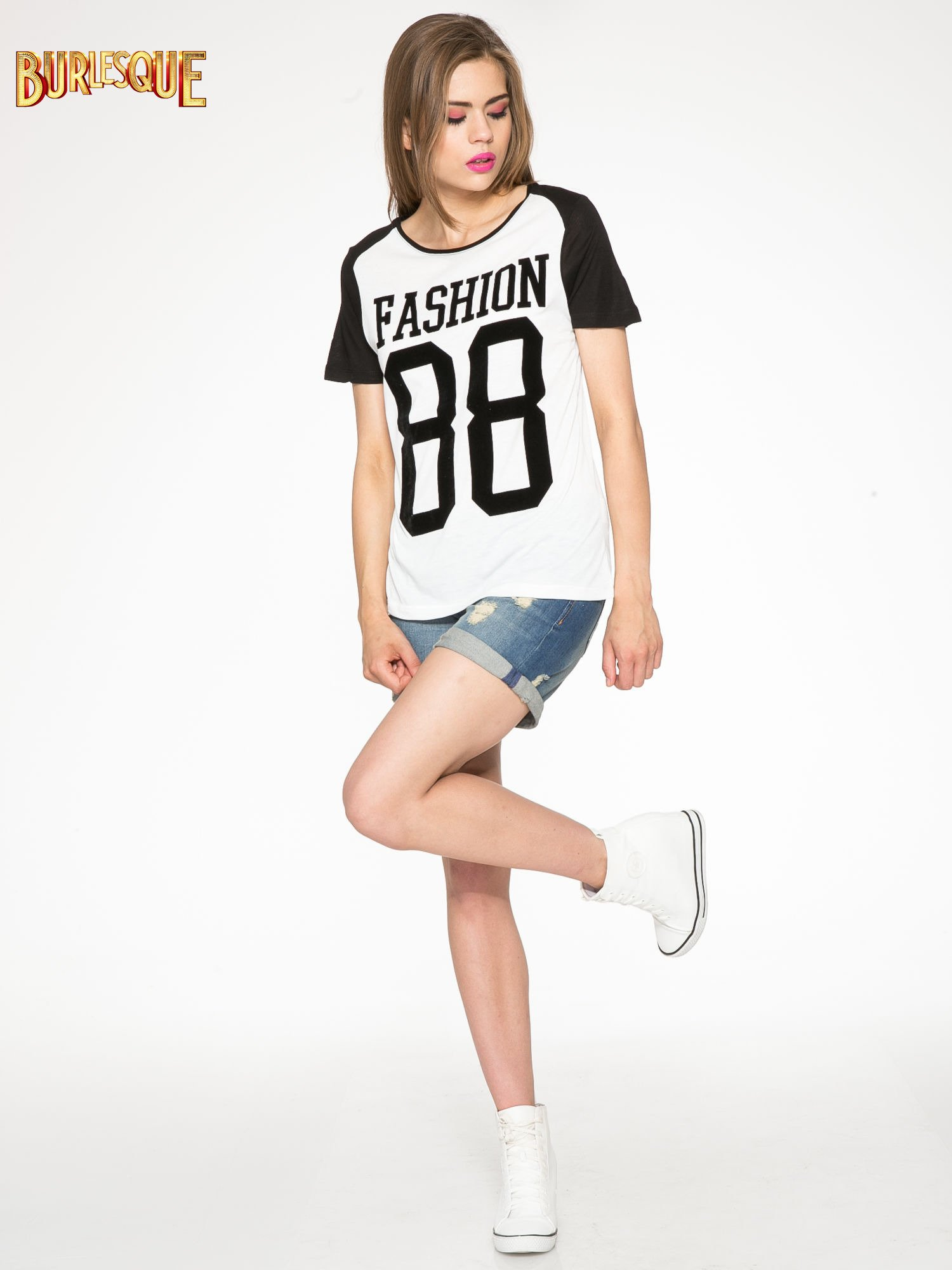 Ecru-czarny t-shirt z nadrukiem FASHION 88                                  zdj.                                  2