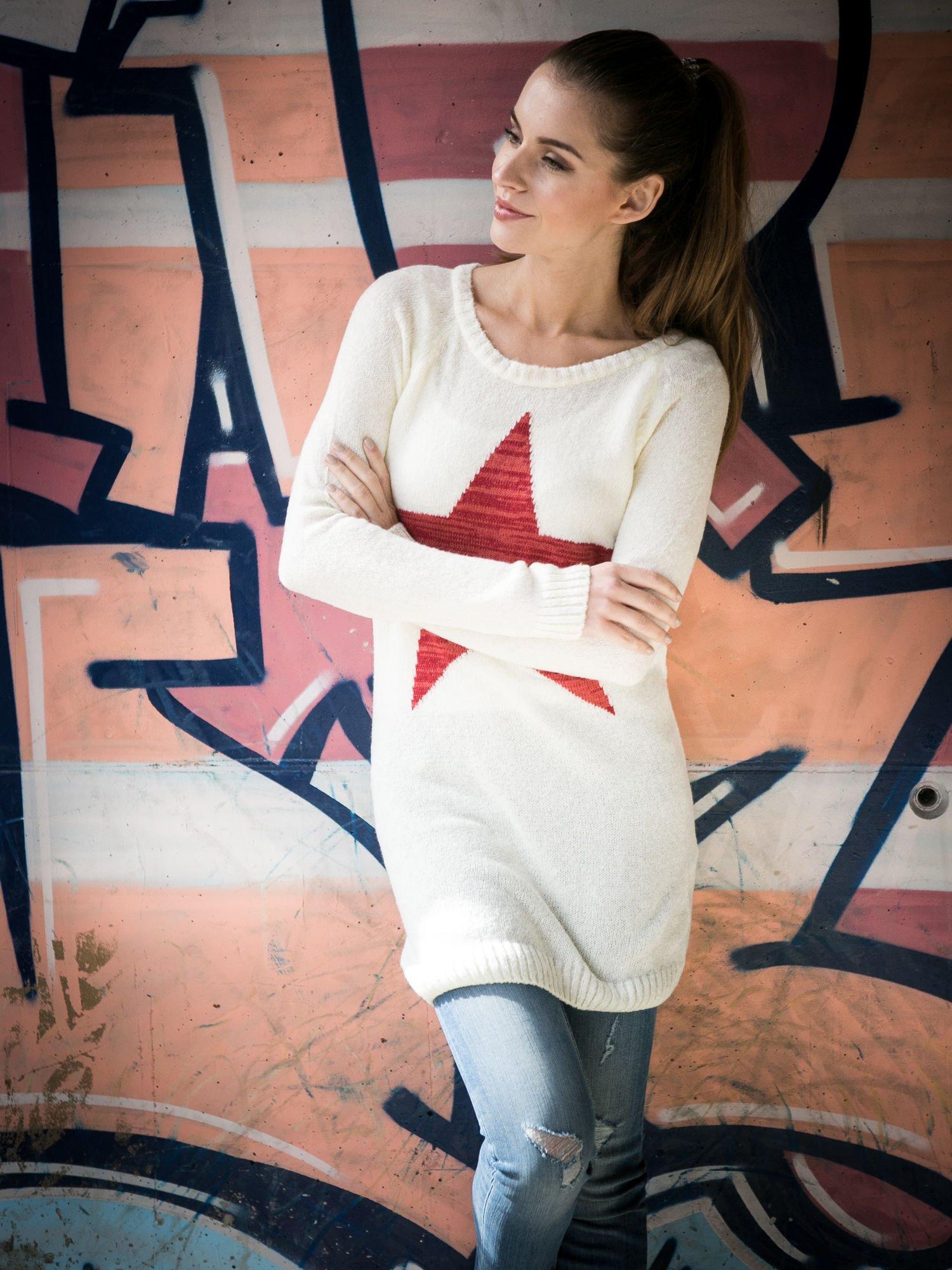 Ecru długi sweter z nadrukiem gwiazdy                                  zdj.                                  9