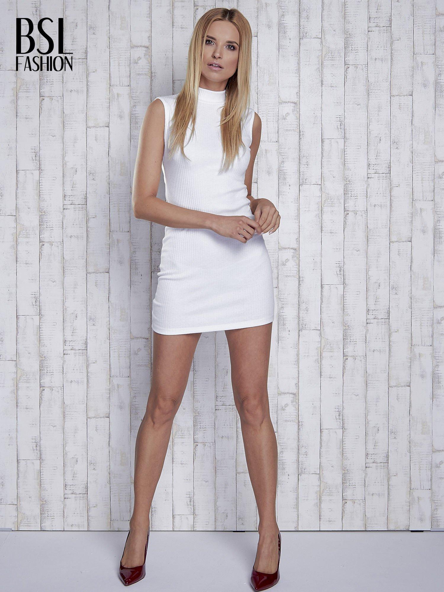 Ecru dopasowana sukienka z golfem                                  zdj.                                  2