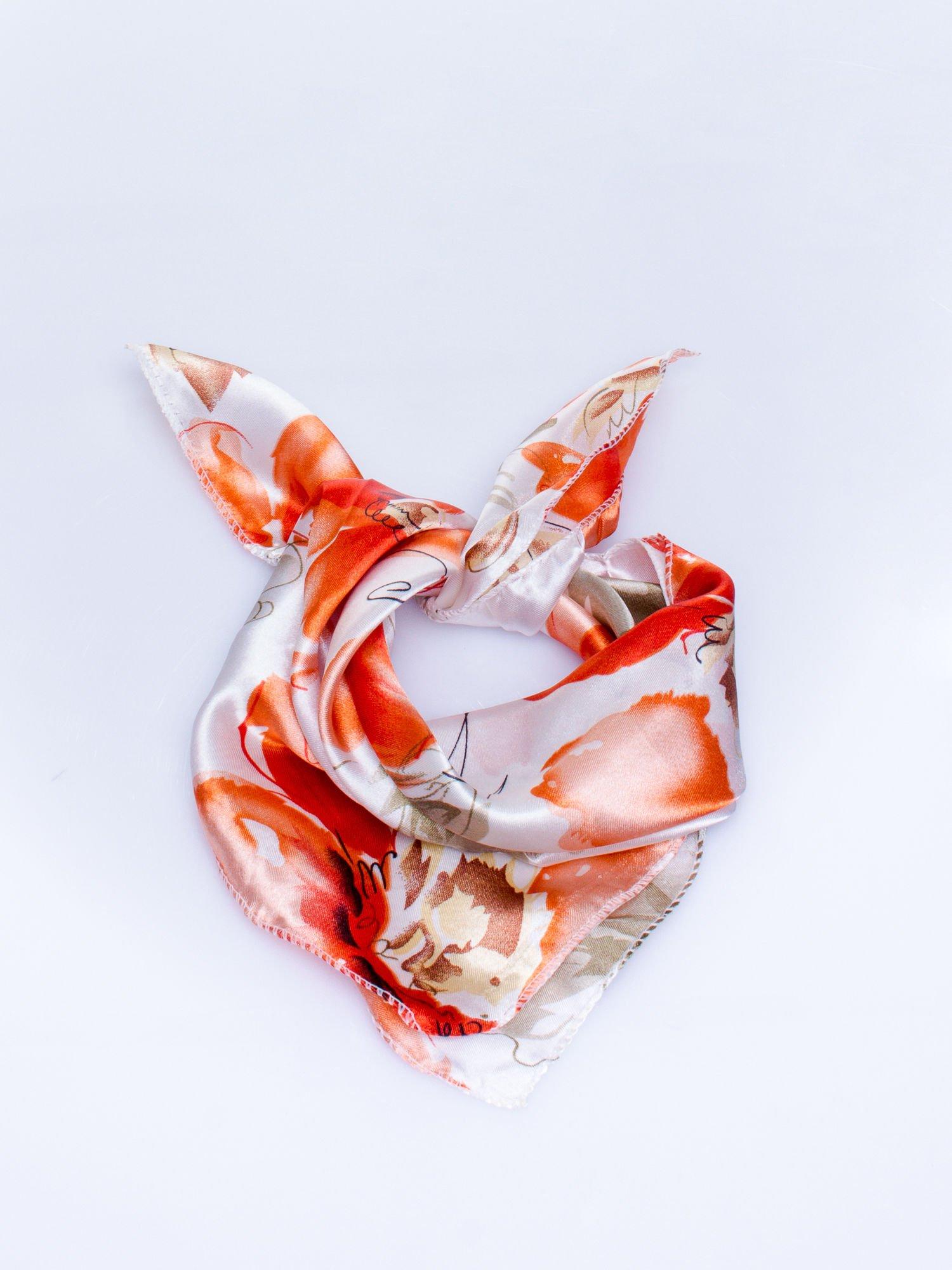 Ecru-koralowa chusta apaszka z roślinnym ornamentem                                  zdj.                                  1