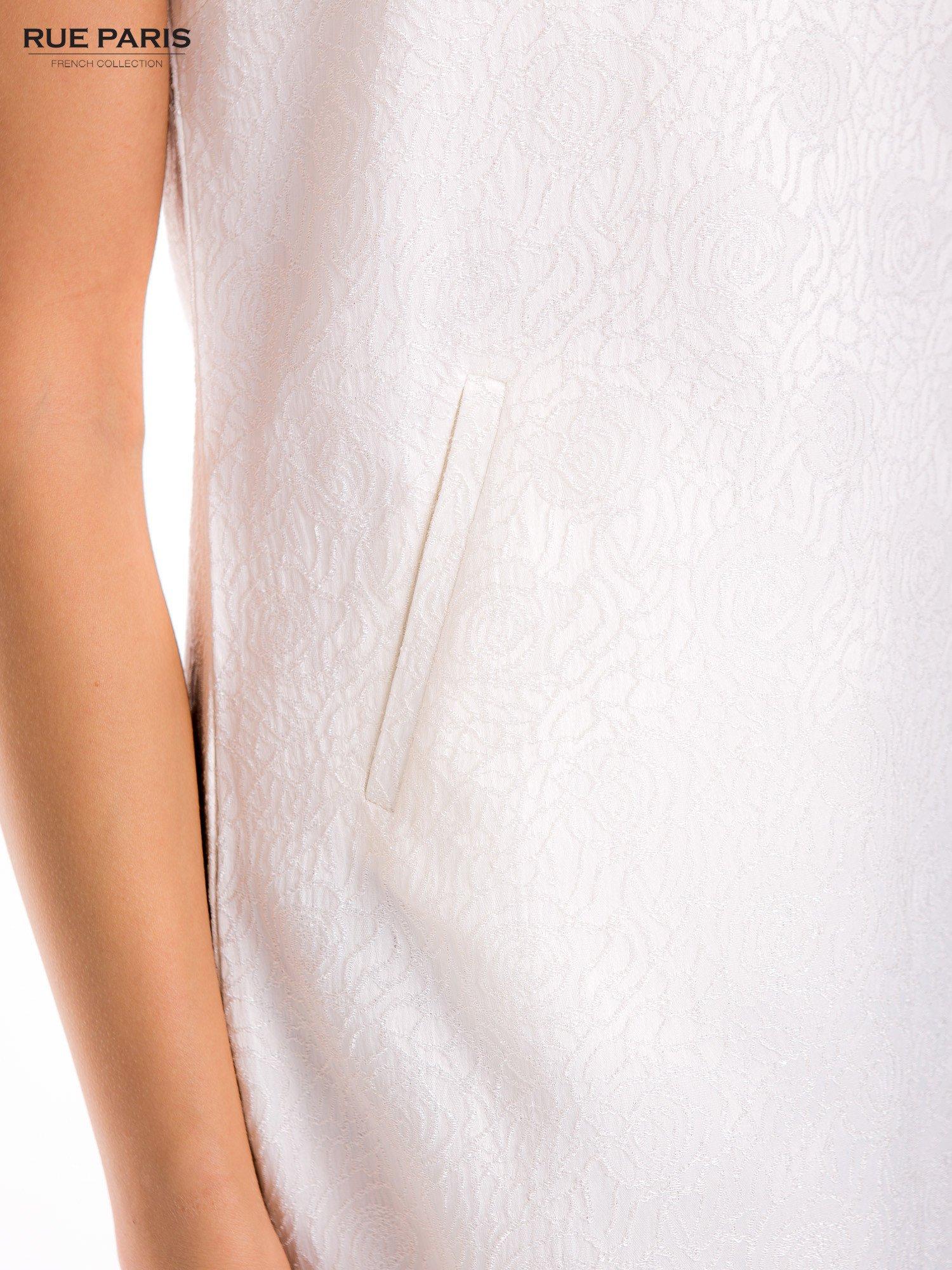 Ecru prosta sukienka tłoczona w róże z suwakiem z tyłu                                  zdj.                                  8
