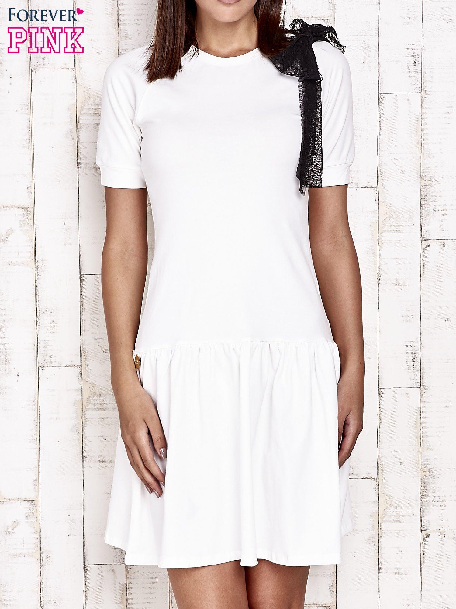 Ecru sukienka dresowa z kokardą z tiulu                                  zdj.                                  1