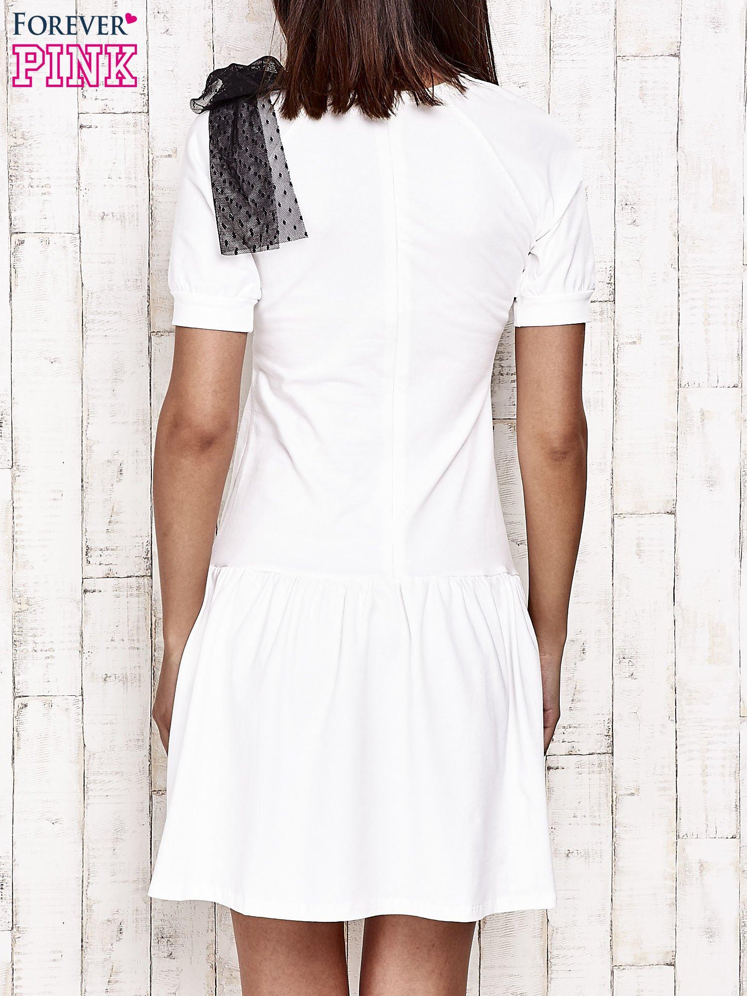 Ecru sukienka dresowa z kokardą z tiulu                                  zdj.                                  2