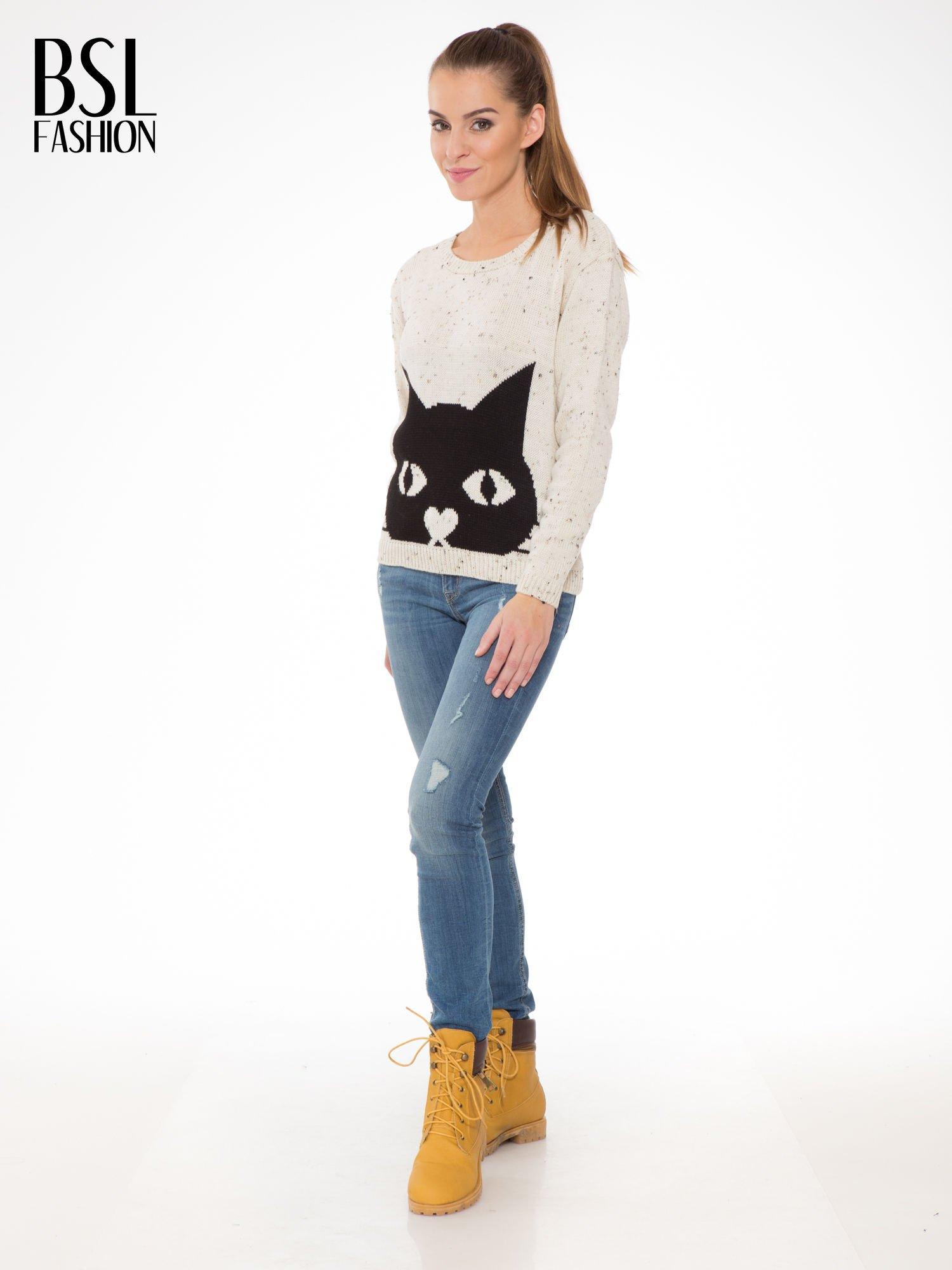 Ecru sweter z nadrukiem kota                                  zdj.                                  2