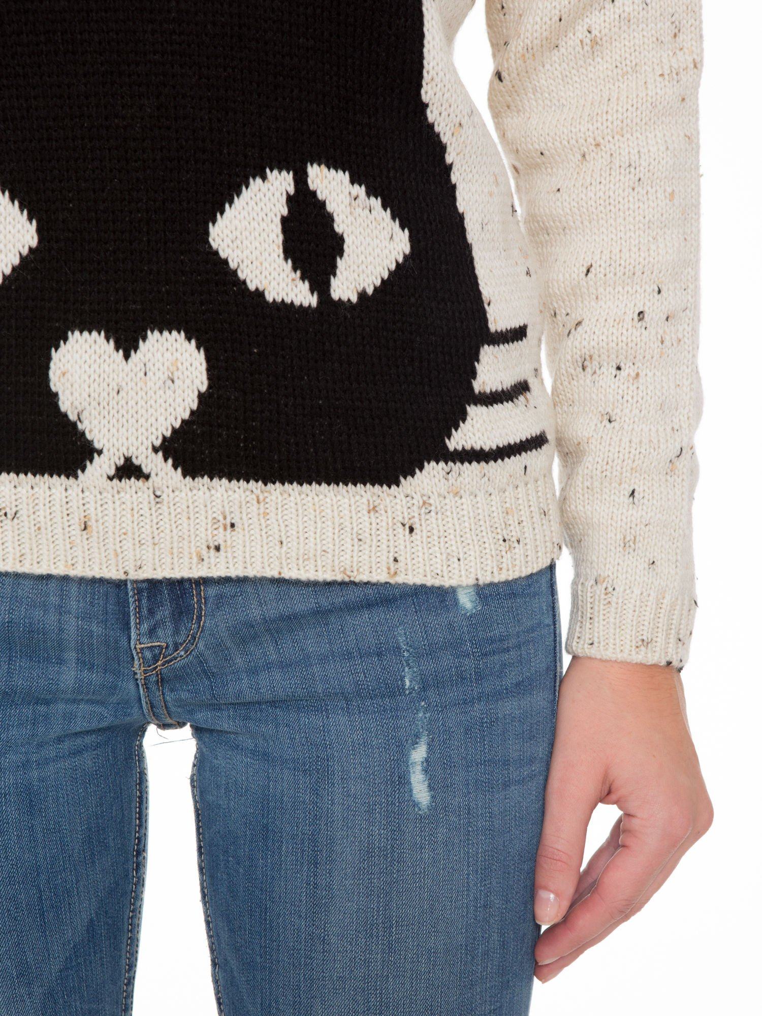 Ecru sweter z nadrukiem kota                                  zdj.                                  6