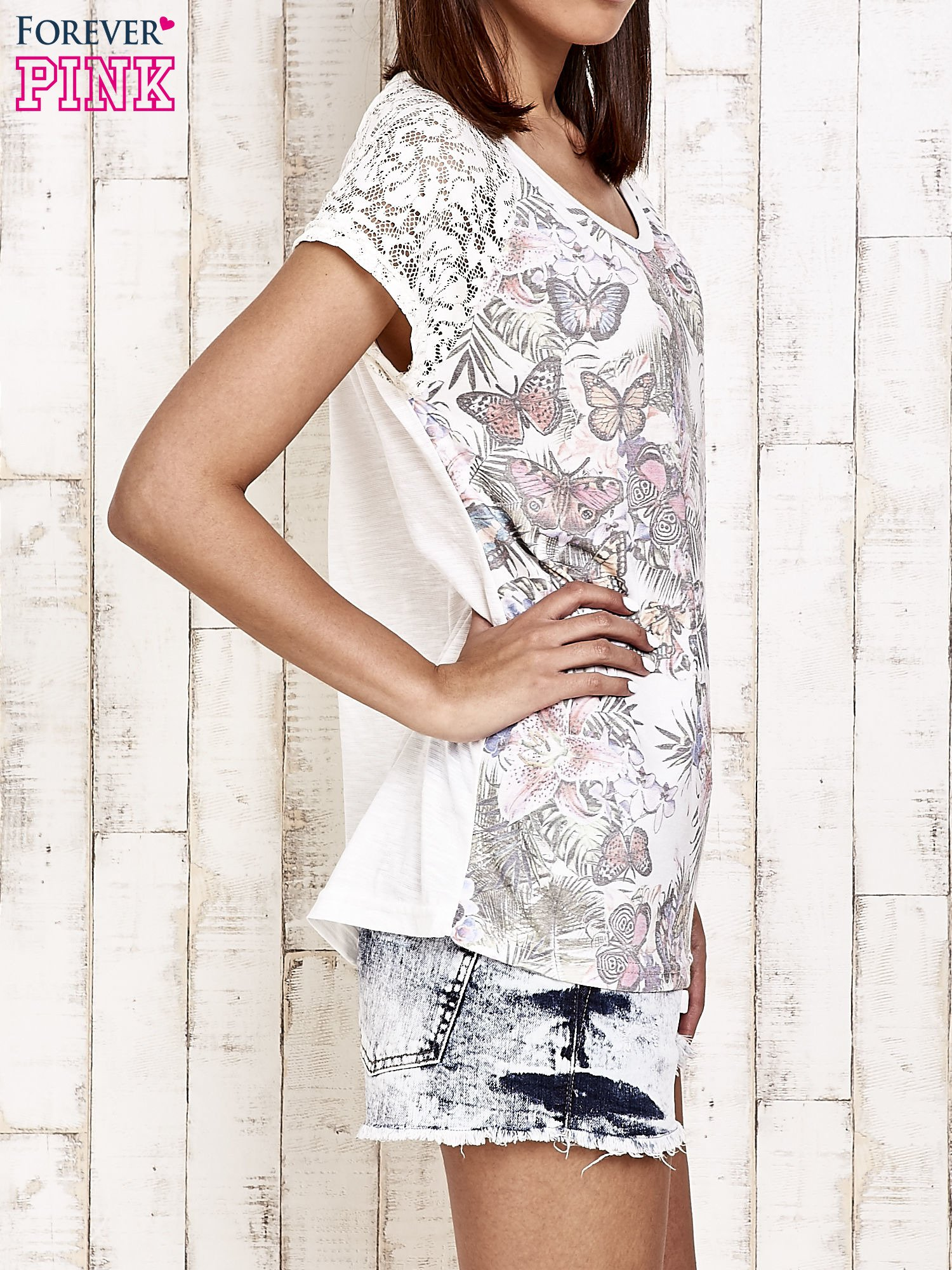Ecru t-shirt w motylki z koronką przy rękawach                                  zdj.                                  3
