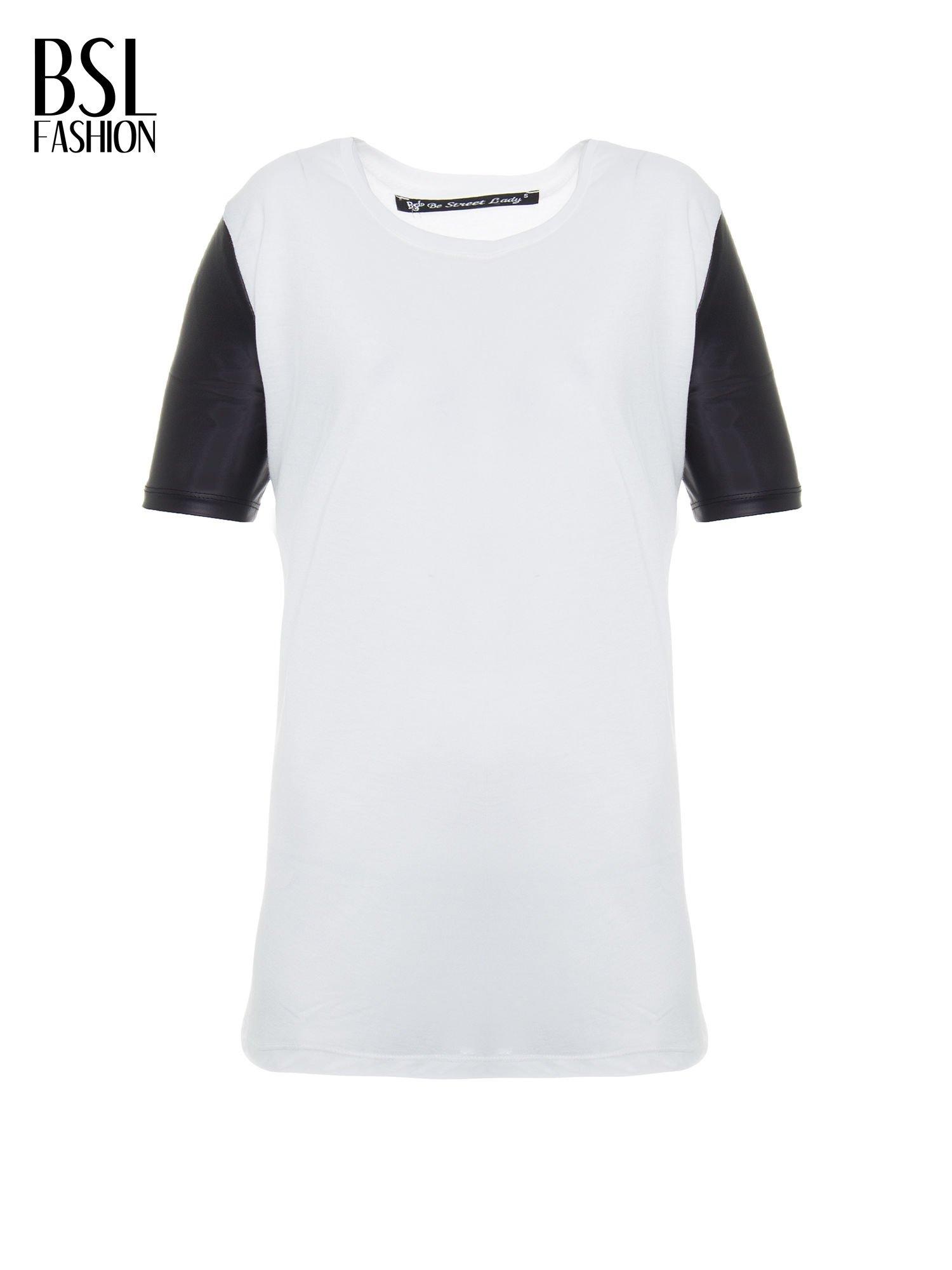 Ecru t-shirt z czarnymi skórzanymi rękawami                                  zdj.                                  2