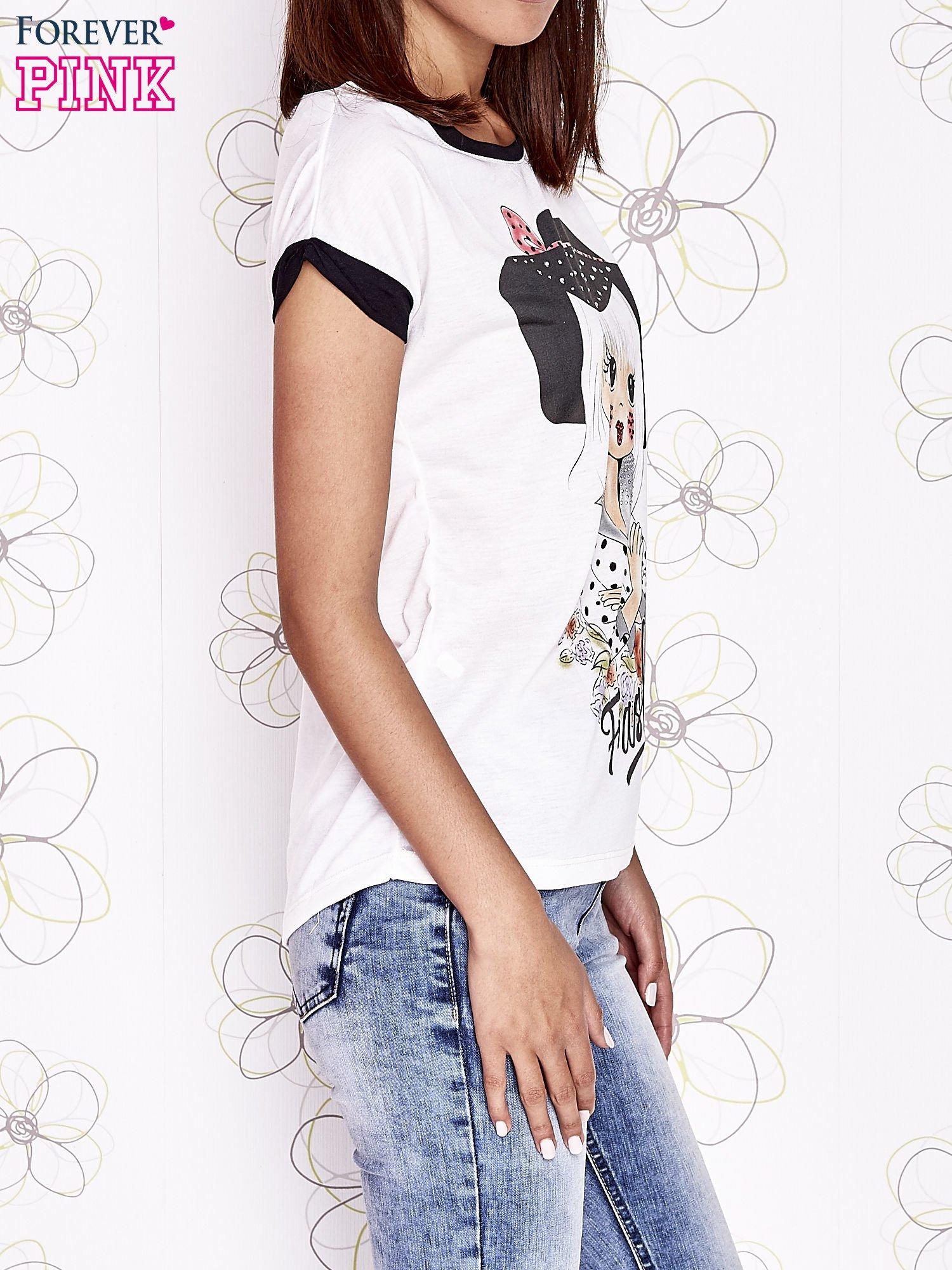 Ecru t-shirt z nadrukiem dziewczyny i dżetami                                  zdj.                                  3