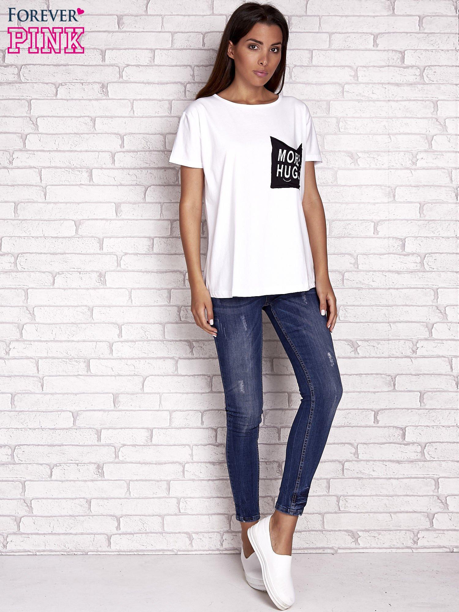 Ecru t-shirt z napisem MORE HUGS                                  zdj.                                  2