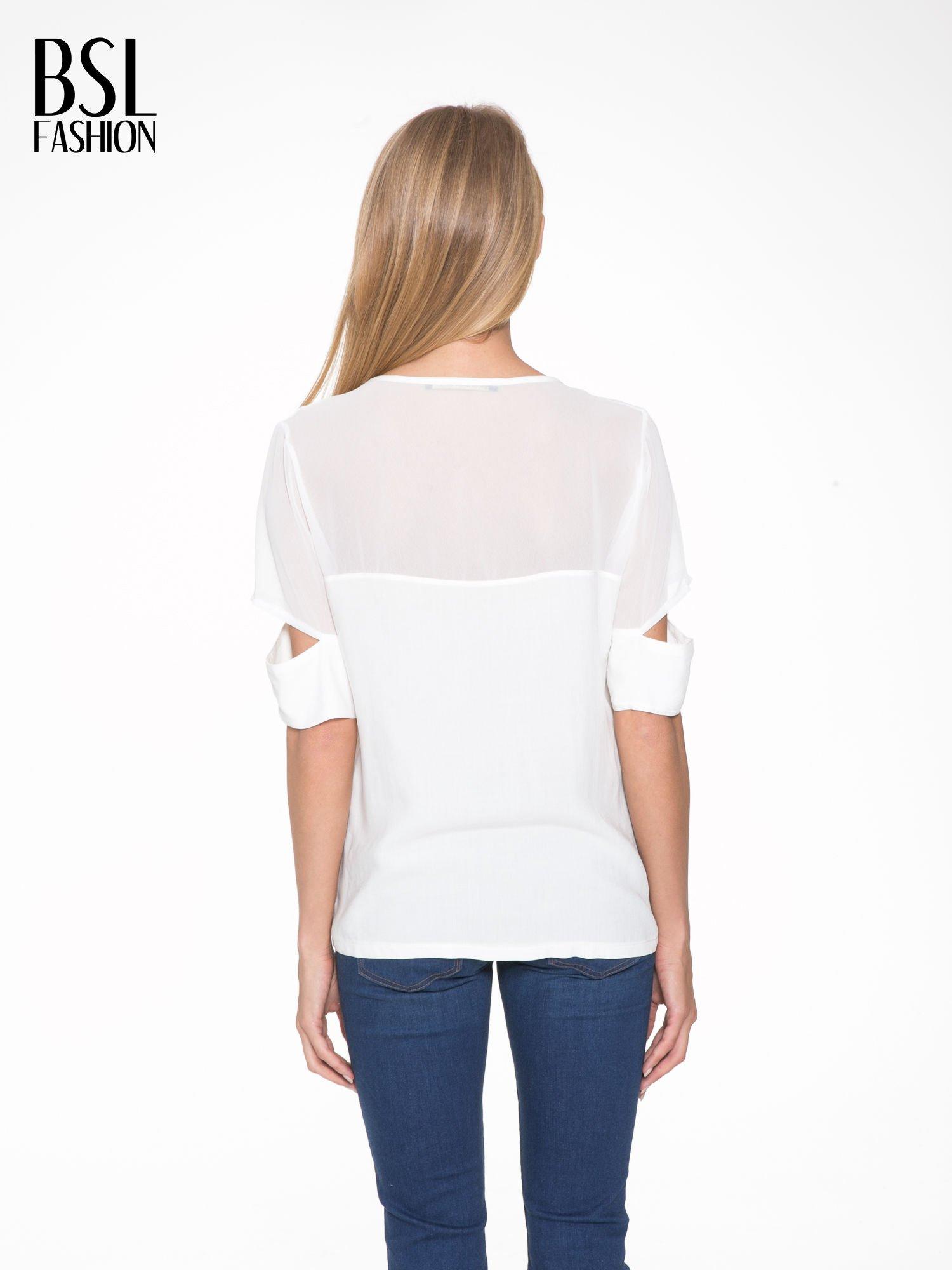 Ecru t-shirt z siateczką i rękawami typu cut out shoulder                                  zdj.                                  4