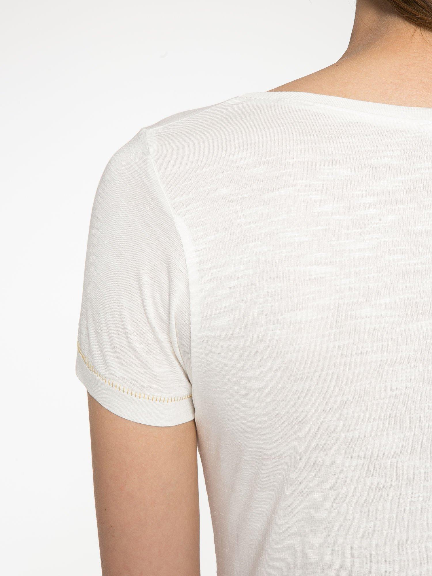 Ecru t-shirt ze złotym hasztagiem                                  zdj.                                  10