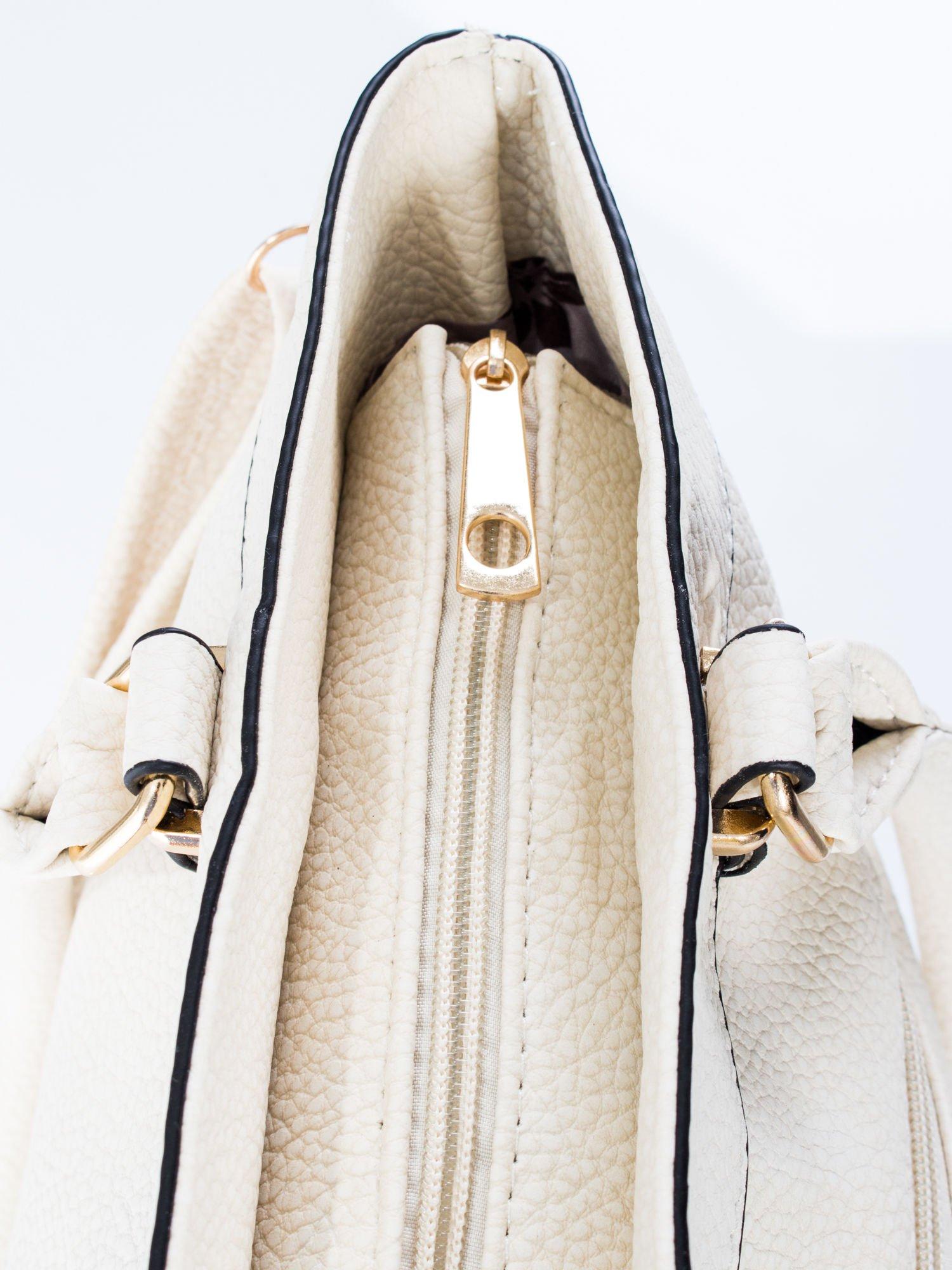 Ecru torba na ramię ze złotymi okuciami                                  zdj.                                  9