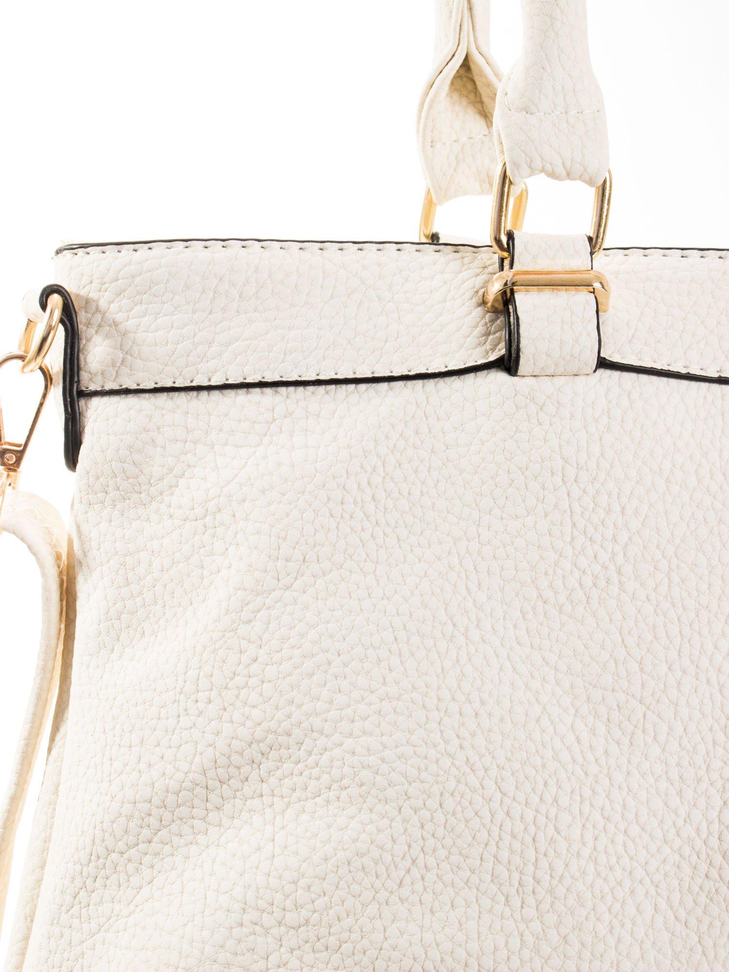Ecru torba na ramię ze złotymi okuciami                                  zdj.                                  8