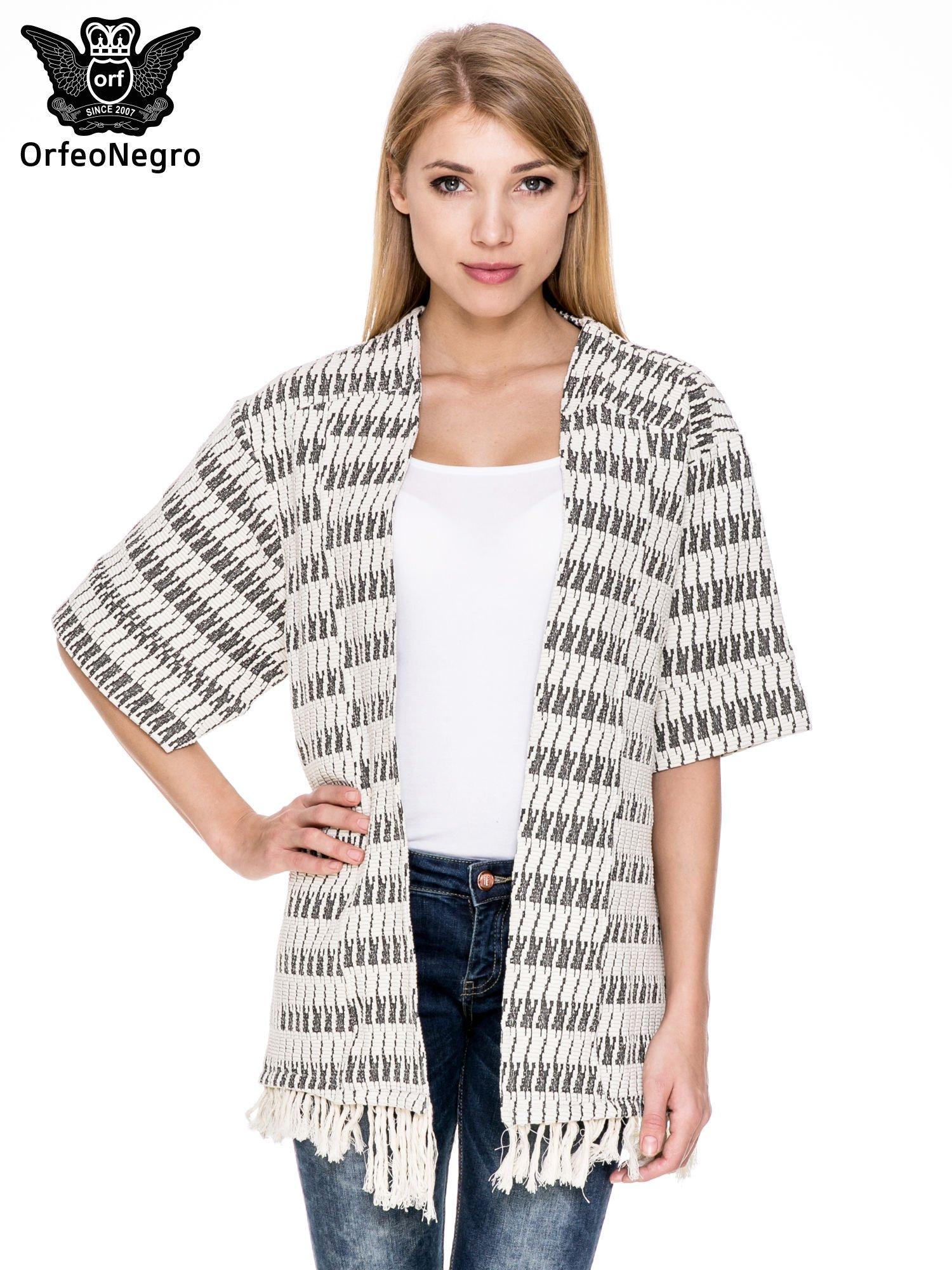 Ecru wzorzyste kimono z frędzlami                                  zdj.                                  1