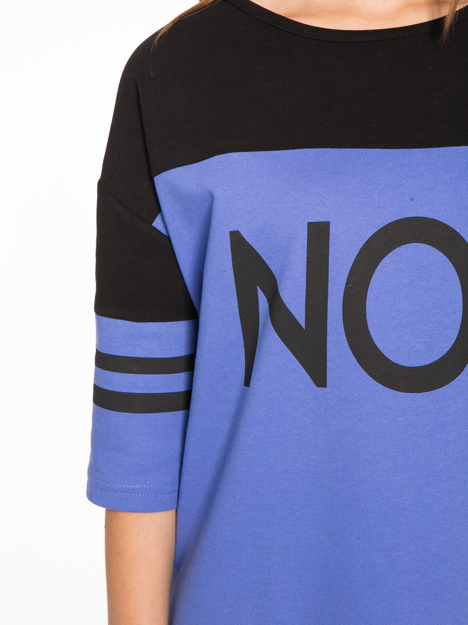 Fioletowa sukienka z napisem NOIR w stylu sportowym                                  zdj.                                  6