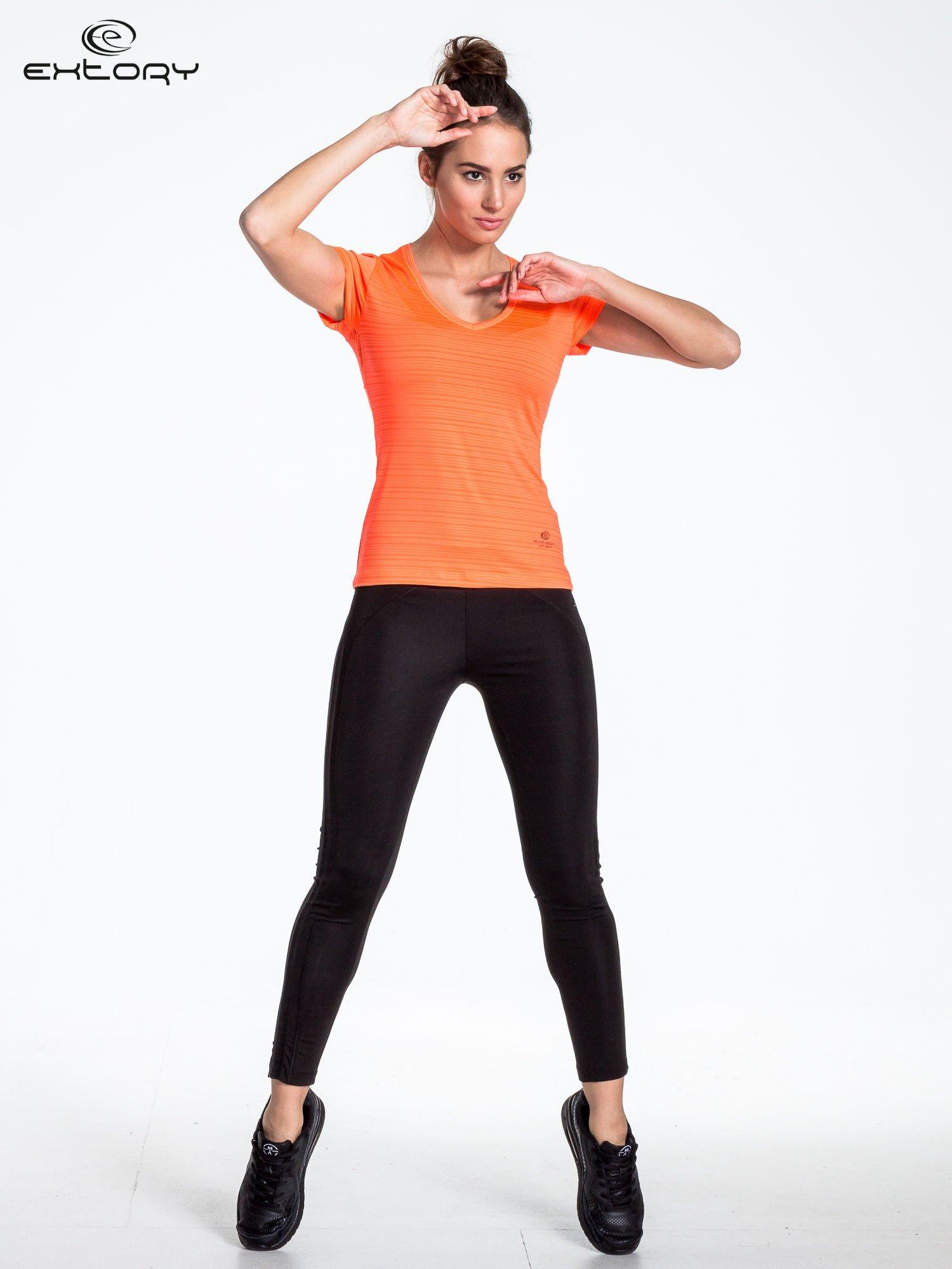 Fluoróżowy t-shirt sportowy w paseczki                                  zdj.                                  3