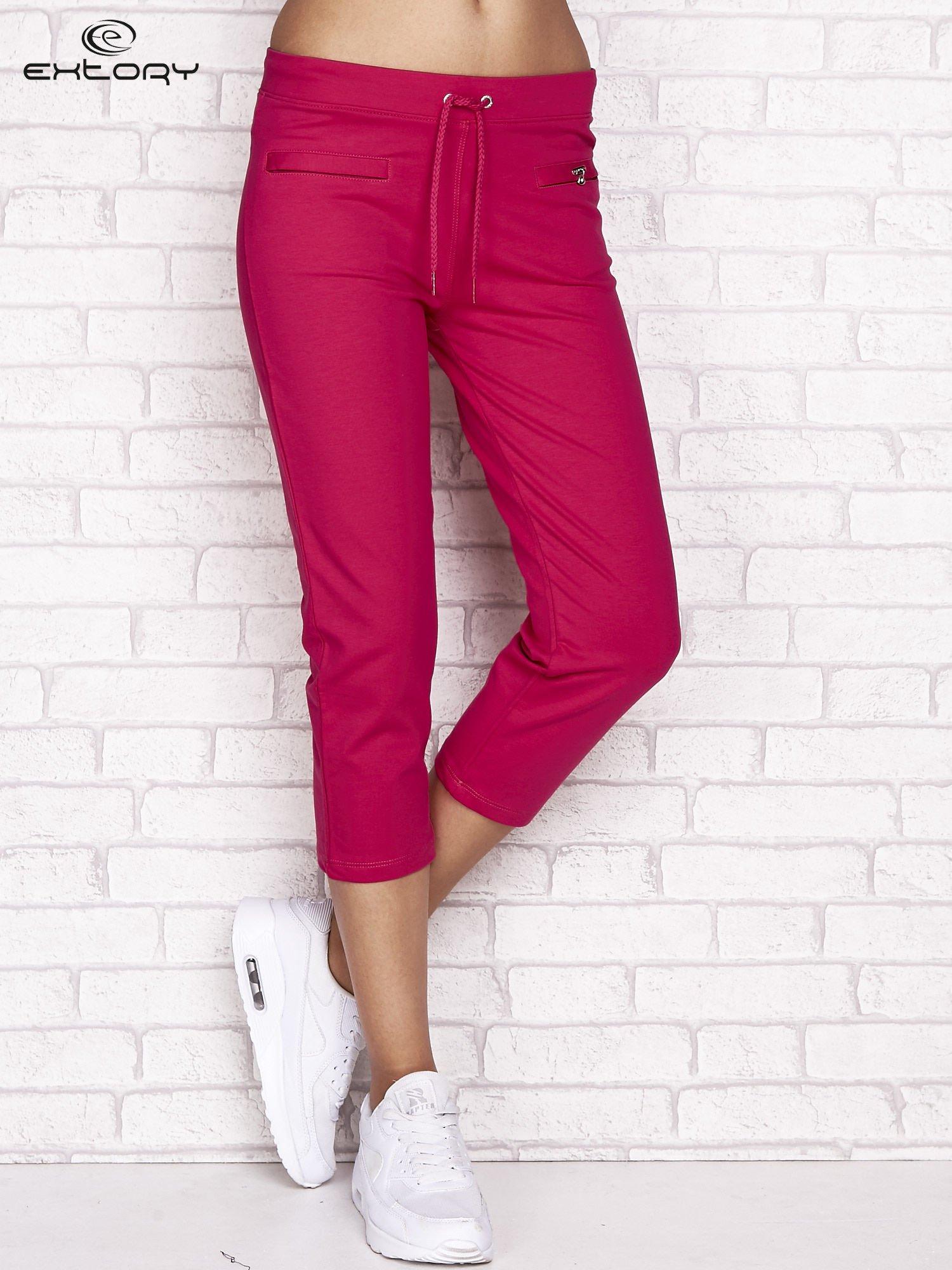 Fuksjowe spodnie dresowe capri z wszytymi kieszonkami                                  zdj.                                  1