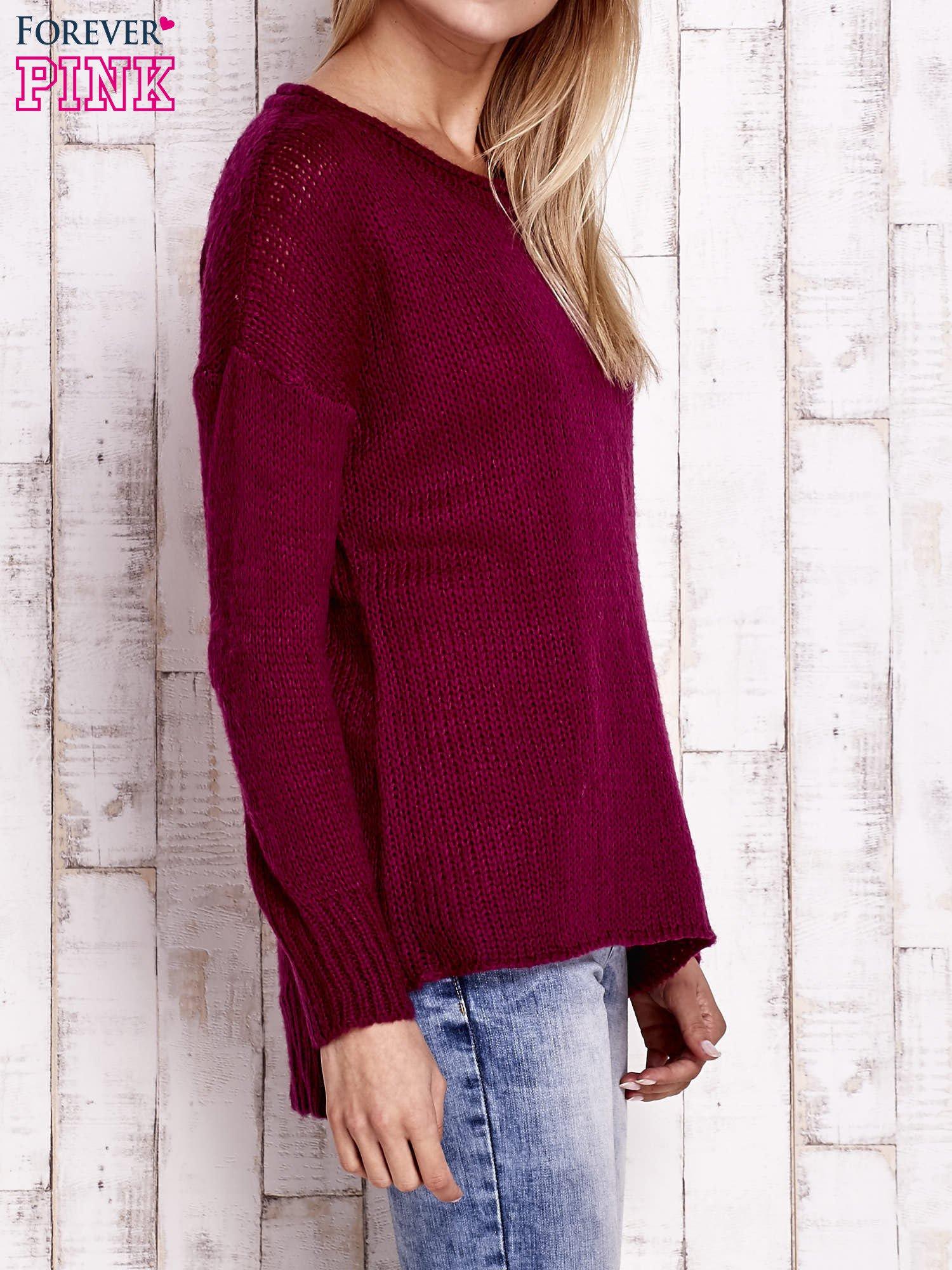 Fuksjowy dzianinowy sweter z dłuższym tyłem                                  zdj.                                  3