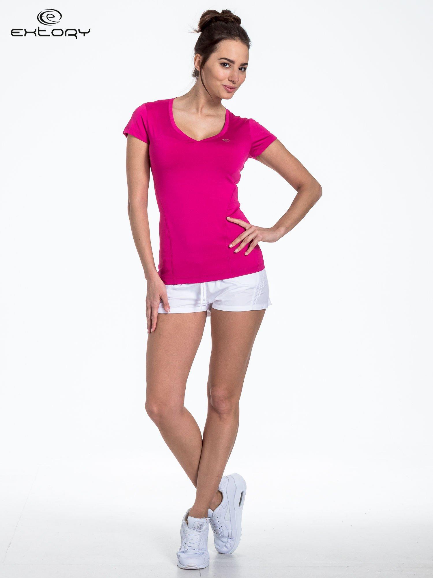 Fuksjowy modelujący t-shirt sportowy z przeszyciami                                  zdj.                                  2