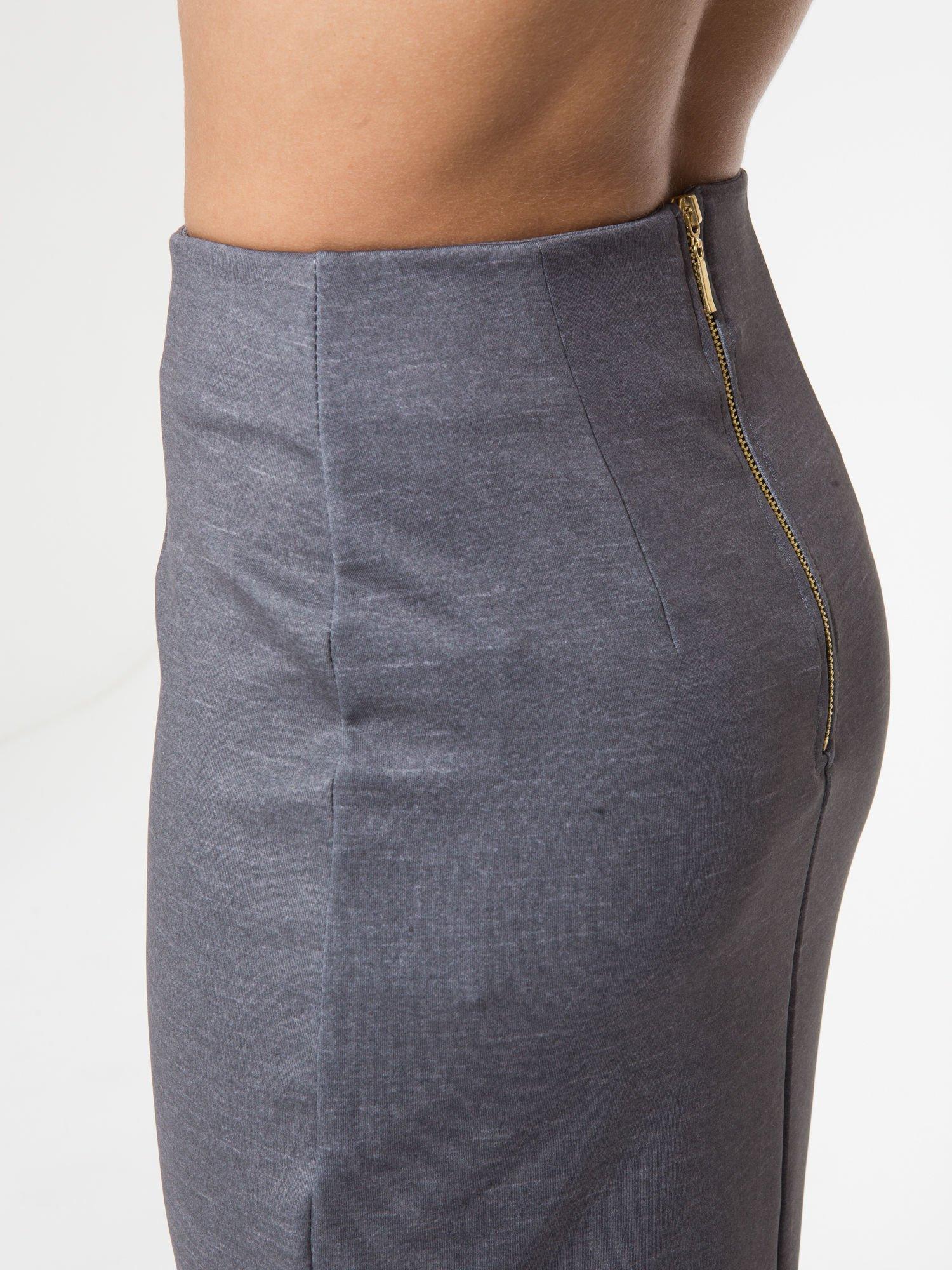 Grafitowa spódnica ołówkowa z wydłużonym tyłem                                  zdj.                                  9