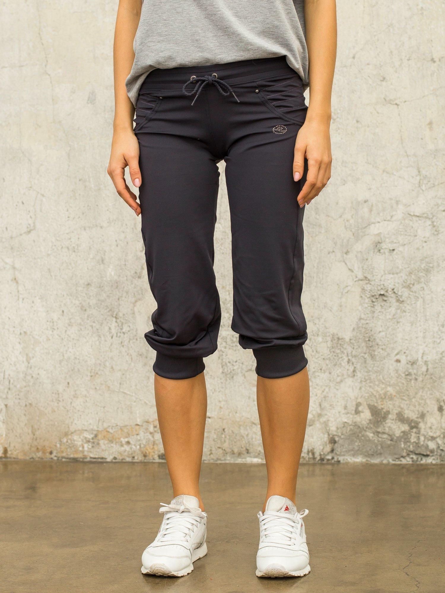 Grafitowe spodnie capri z aplikacją                                  zdj.                                  5