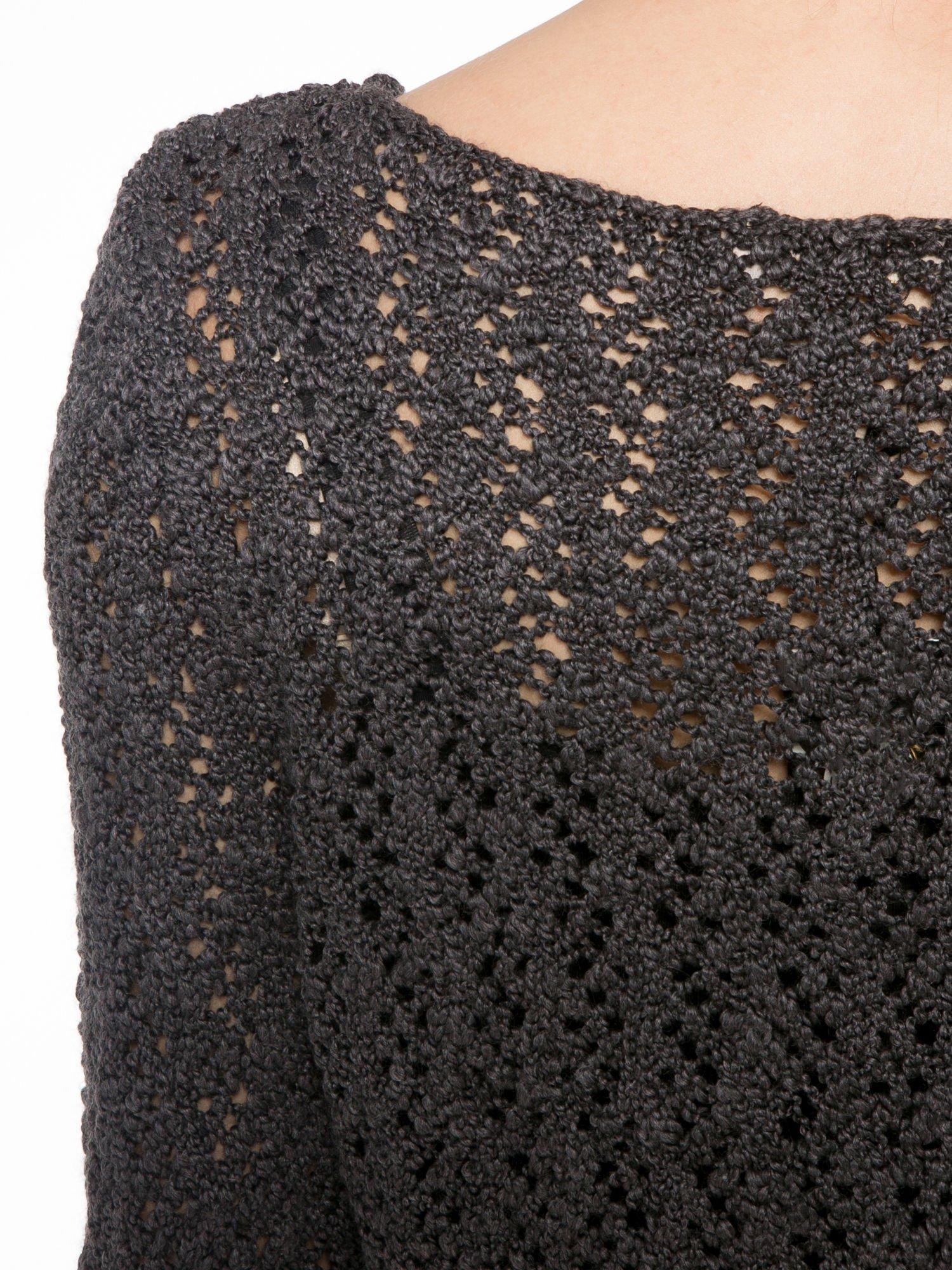 Grafitowy sweter o ażurowym splocie                                  zdj.                                  7