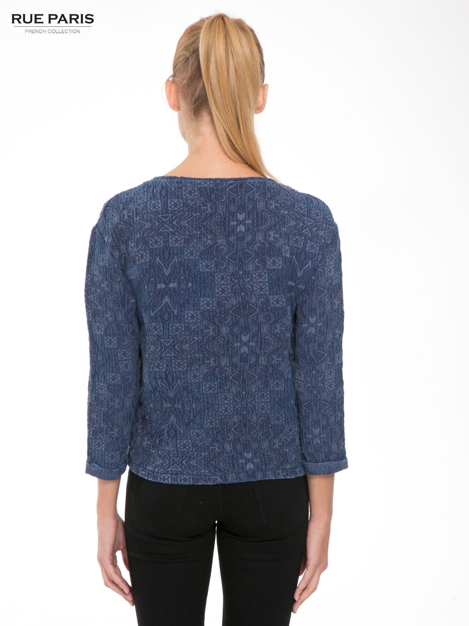 Granatowa bluza tłoczona w azteckie wzory                                  zdj.                                  4