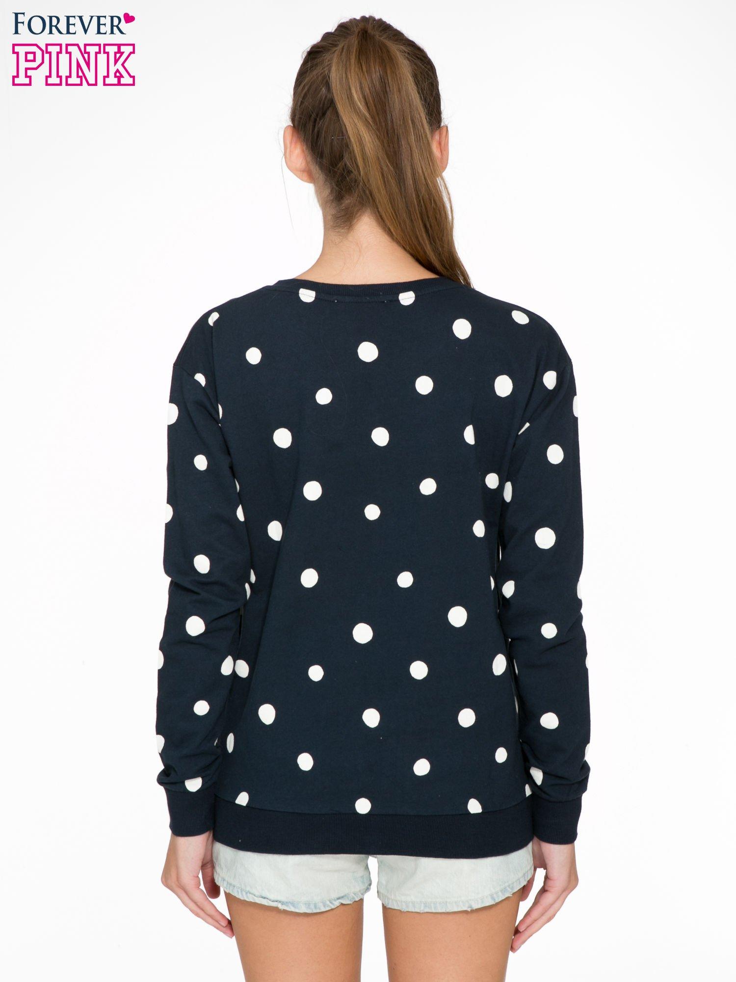 Granatowa bluza w grochy z napisem IN THE SPOTLIGHT                                  zdj.                                  4