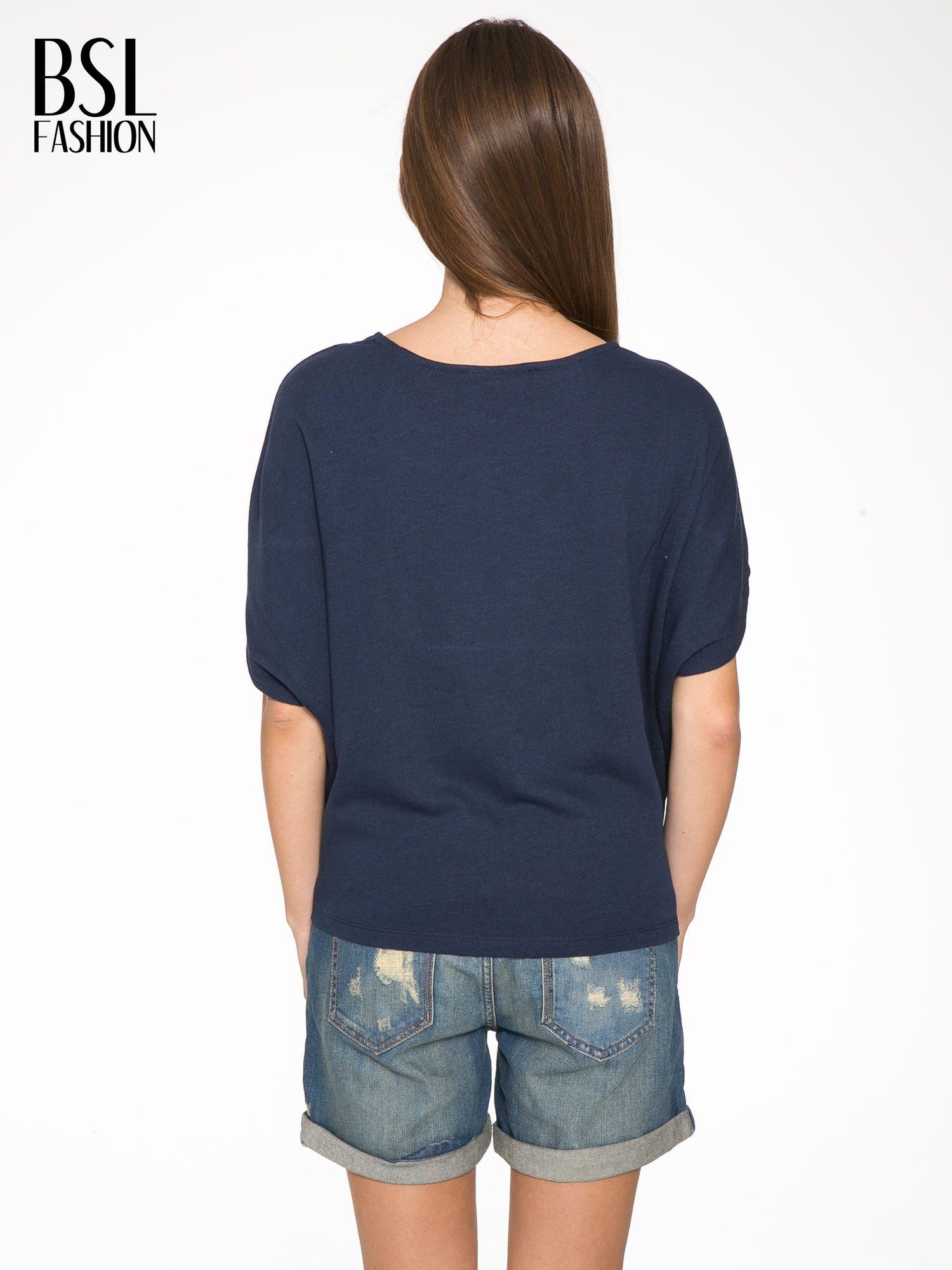 Granatowa bluza z nadrukiem tarczy zodiakalnej i szerokimi rękawami                                  zdj.                                  4