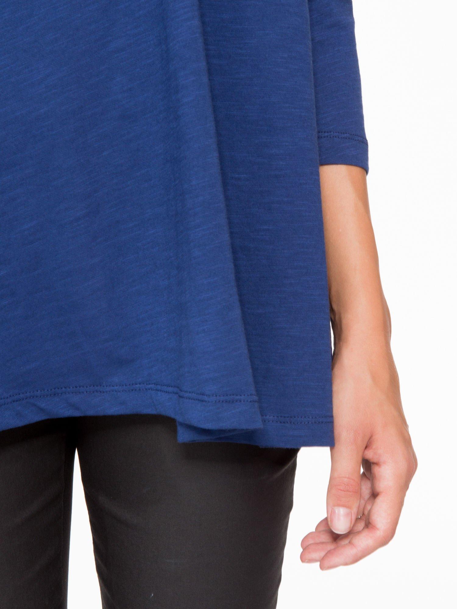 Granatowa bluzka o rozkloszowanym kroju z rękawem 3/4                                  zdj.                                  7